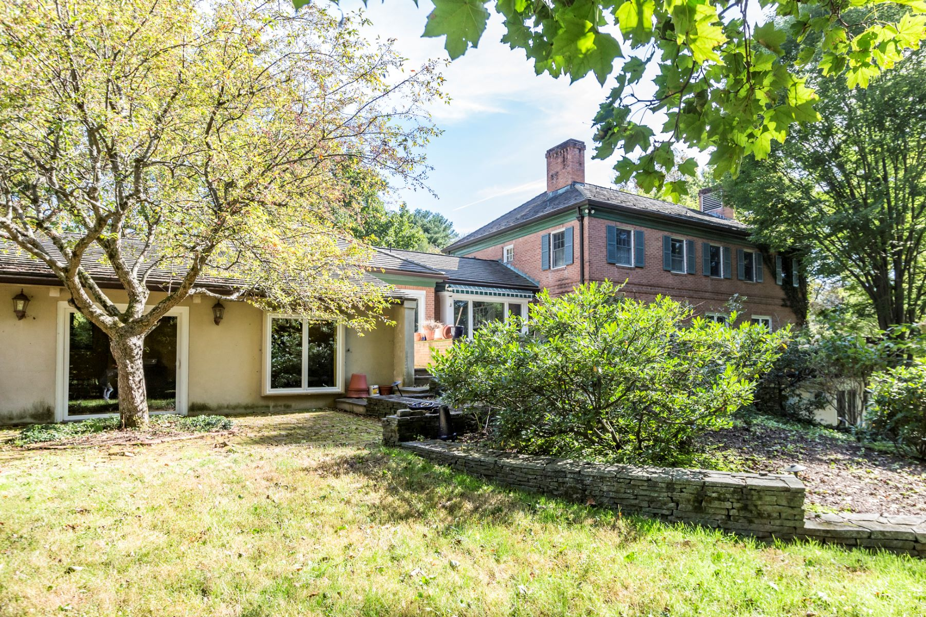 Additional photo for property listing at Gracious and Spacious Western Section Gem 213 Constitution Drive, Princeton, New Jersey 08540 United States