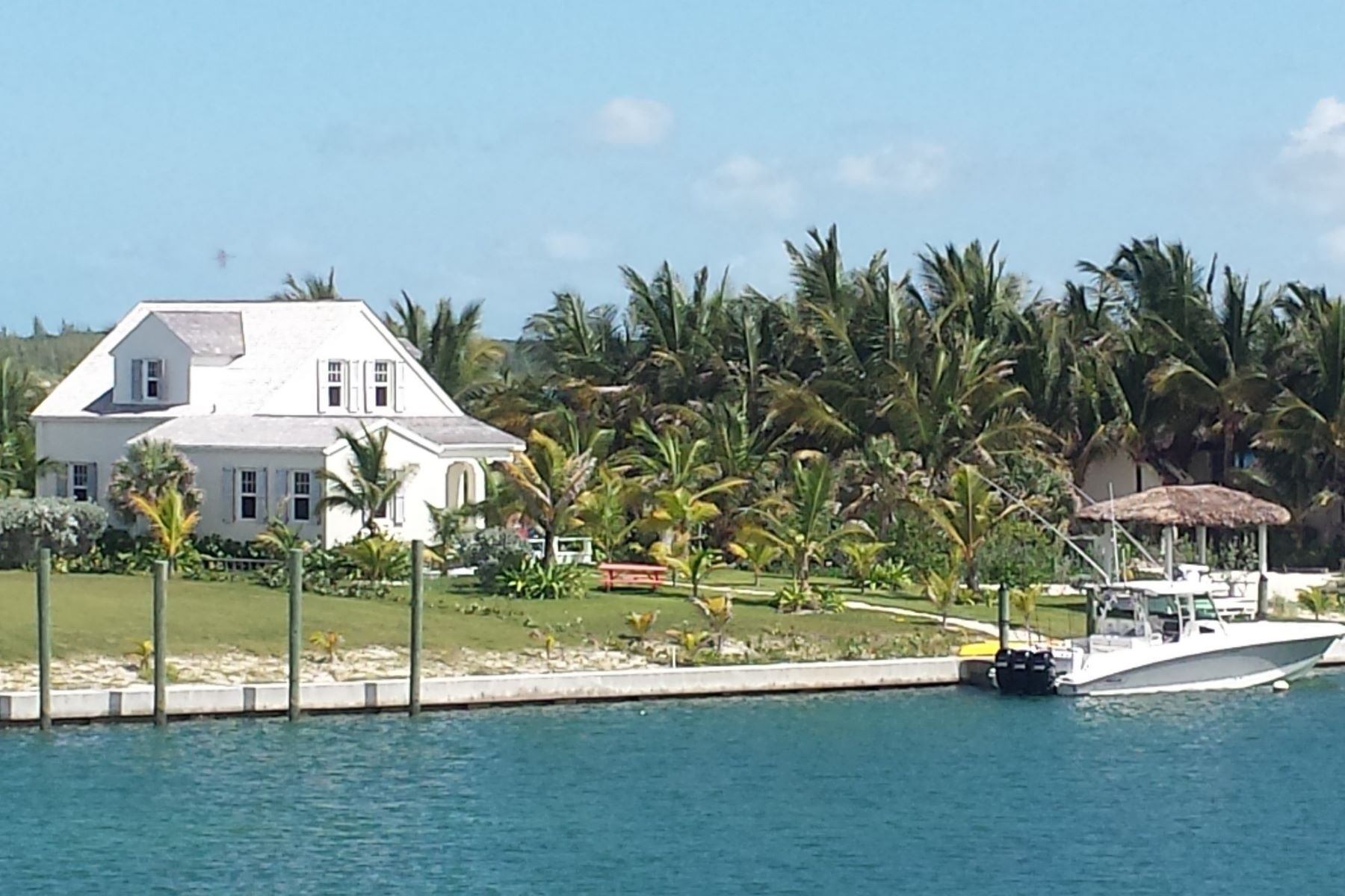 Vivienda unifamiliar por un Venta en The Pilot House, #6 Beach Road Schooner Bay, Abaco Bahamas