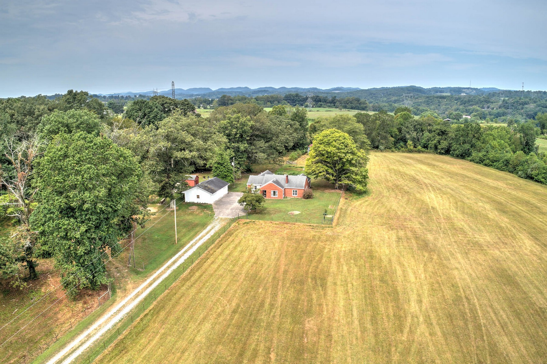 Single Family Homes pour l Vente à Beautiful Farm In Church Hill 448 Goshen Valley Road, Church Hill, Tennessee 37642 États-Unis