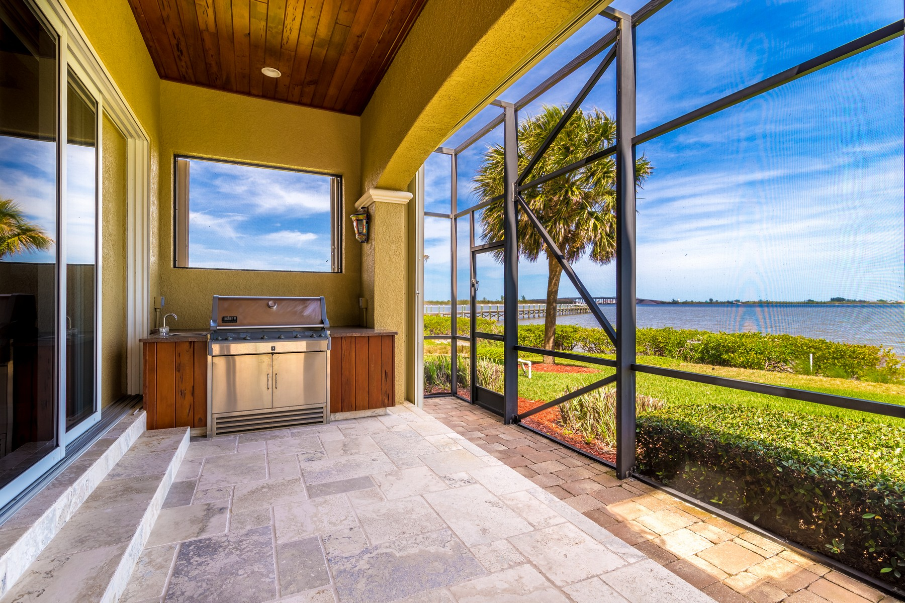 Additional photo for property listing at An Absolute Gem! 8582 Eden Isles Merritt Island, Floride 32952 États-Unis