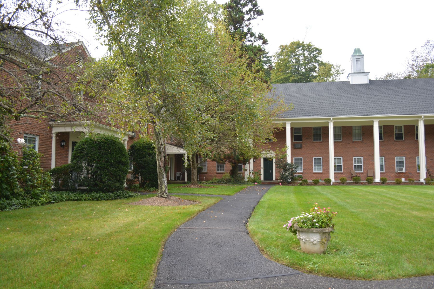 Appartement en copropriété pour l à louer à Great Location! 132 Claremont Road, Unit 2D, Bernardsville, New Jersey 07924 États-Unis