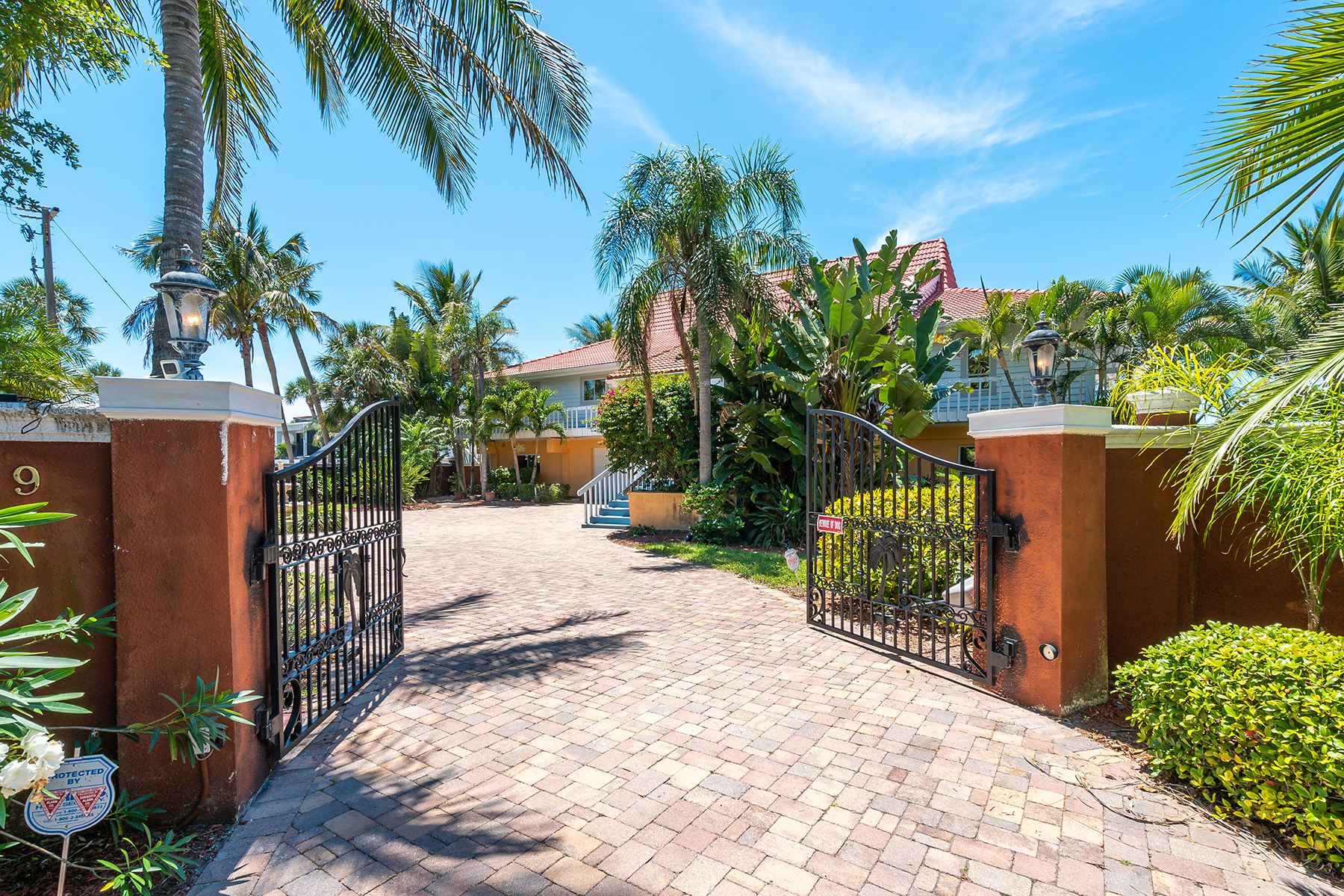 Single Family Homes for Active at 639 Cornwell On The Gulf Venice, Florida 34285 United States
