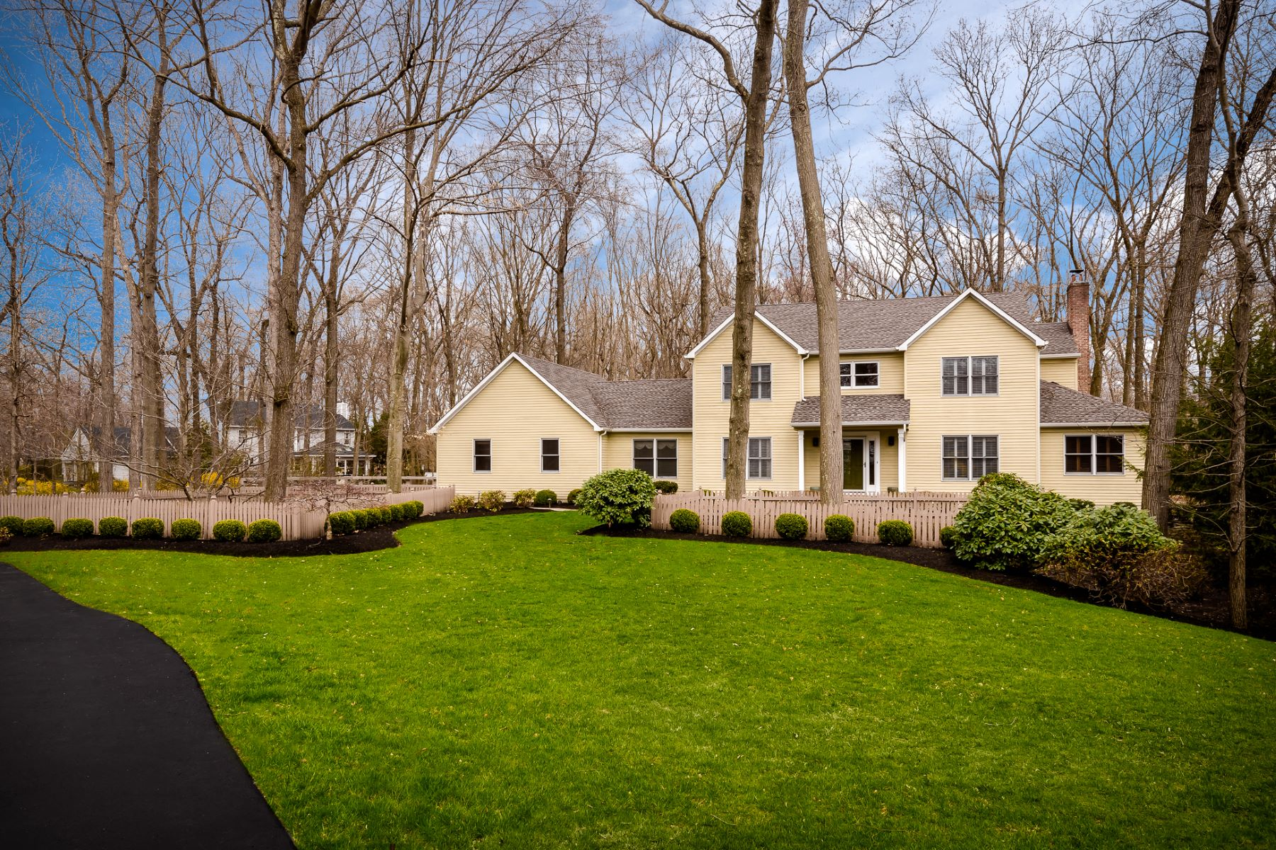 Single Family Homes for Sale at A Premium Position on a Manicured Cul-De-Sac 16 Blackhawk Court, West Windsor, New Jersey 08550 United States