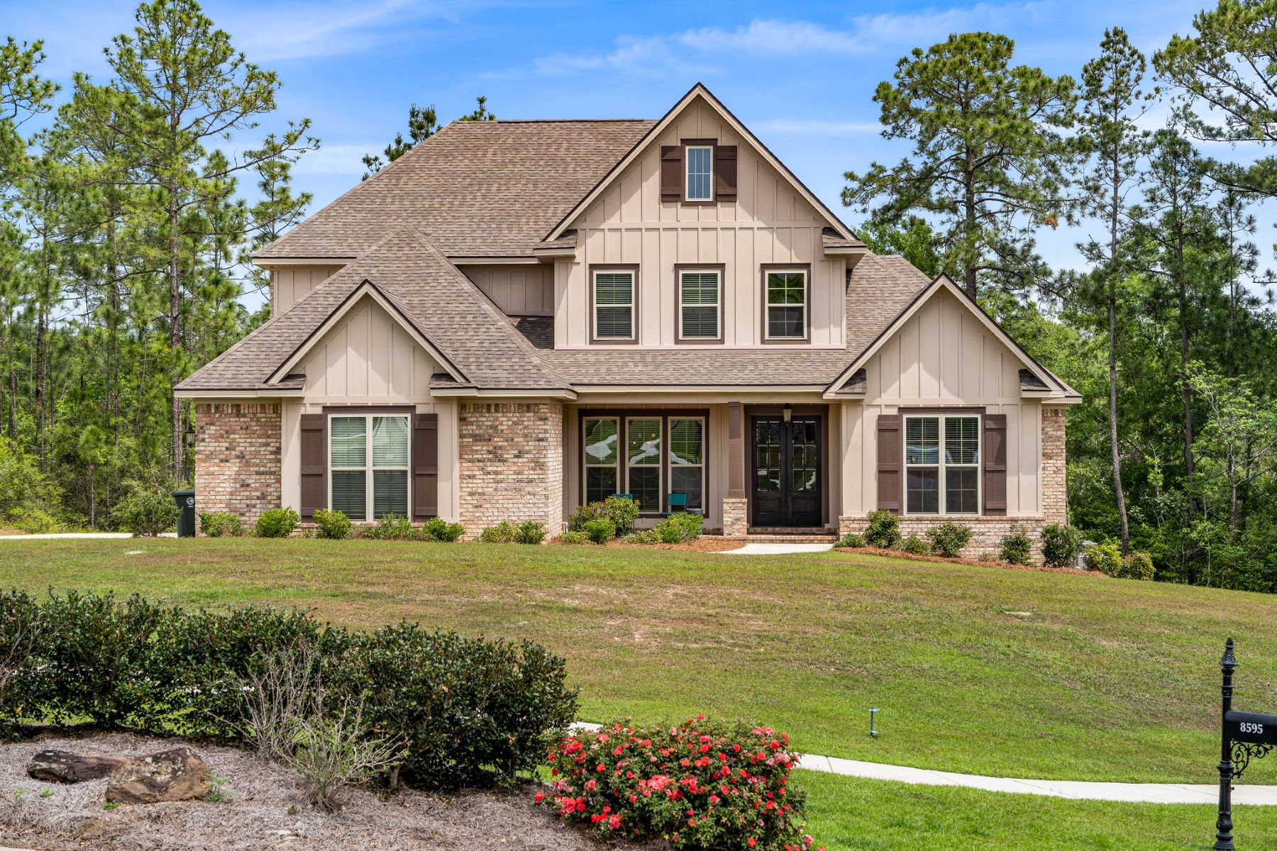 Single Family Homes للـ Sale في Custom home in Daphne 8595 North Lamhatty Lane, Daphne, Alabama 35626 United States