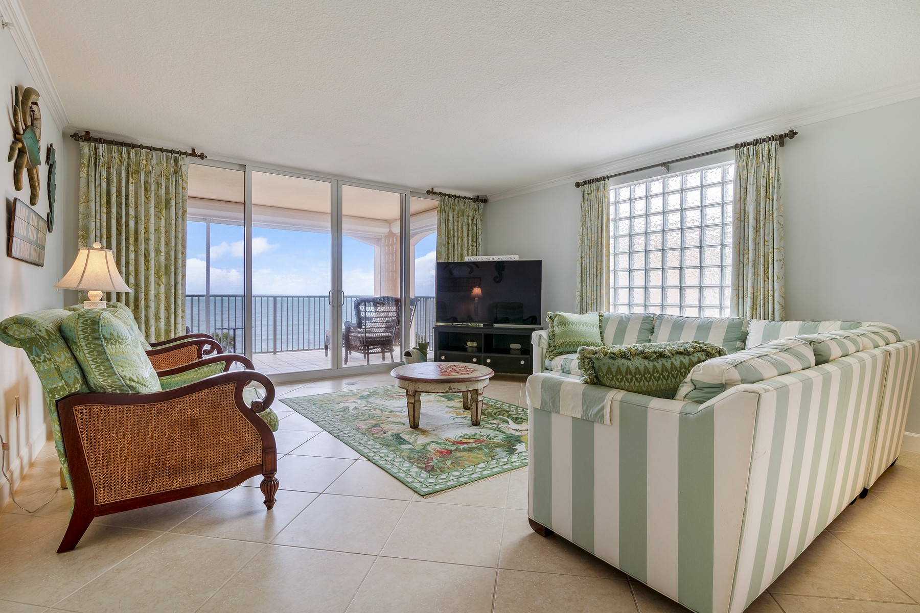 Additional photo for property listing at Top Floor Oceanfront Condo 8866 N Sea Oaks Way #212 Vero Beach, Florida 32963 United States