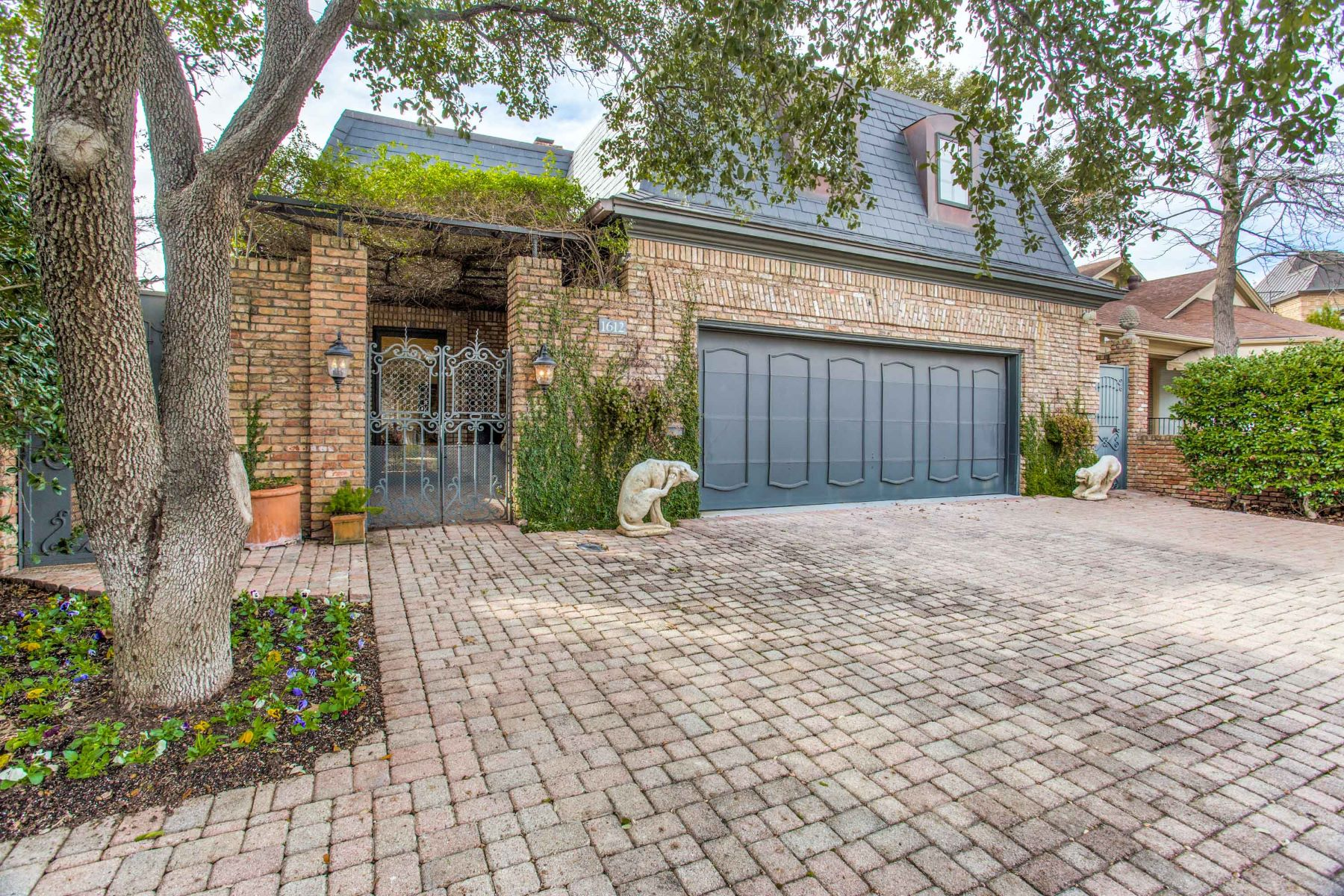 Single Family Homes for Active at 1612 Tremont Avenue Fort Worth, Texas 76107 United States