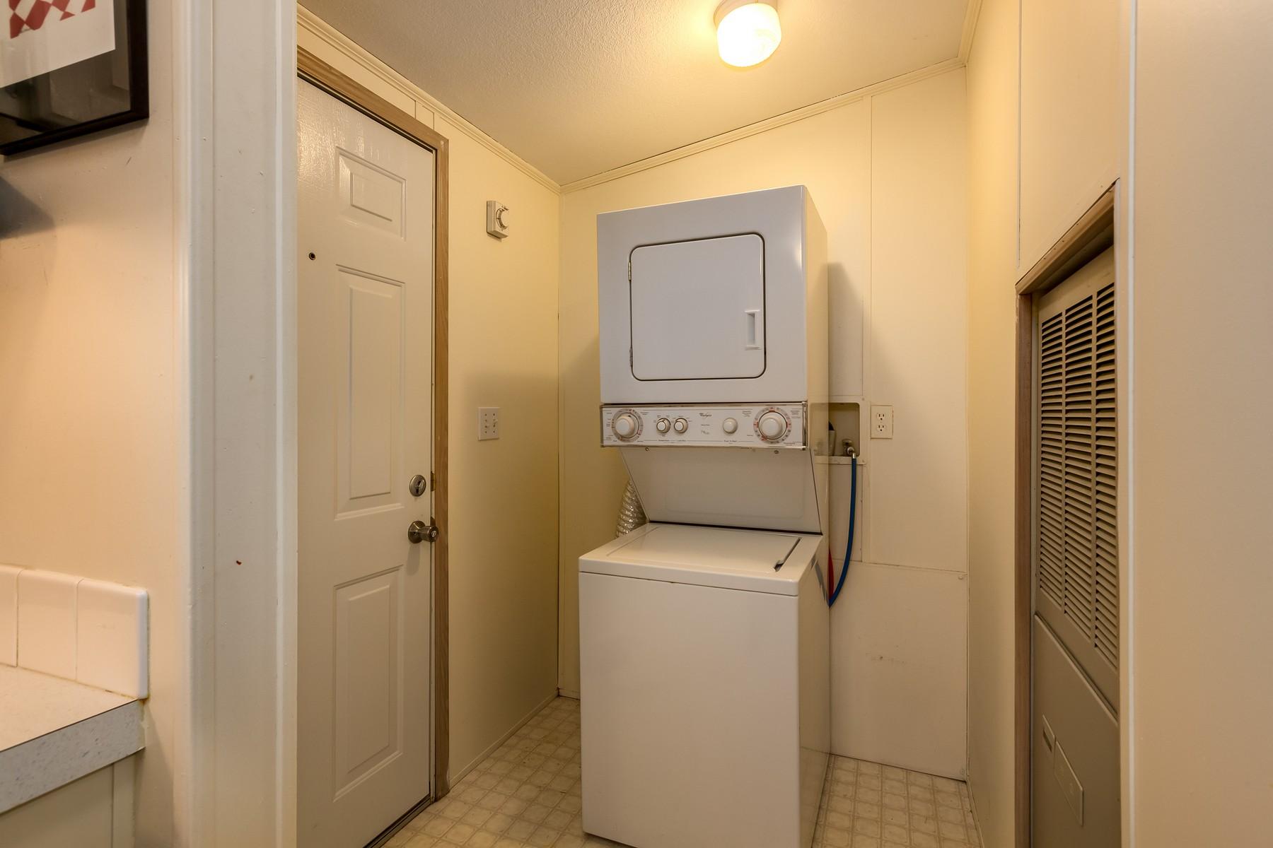 Additional photo for property listing at Affordable Gem in Fletcher Bay 8480 NE Hansen Rd 班布里奇岛, 华盛顿州 98110 美国