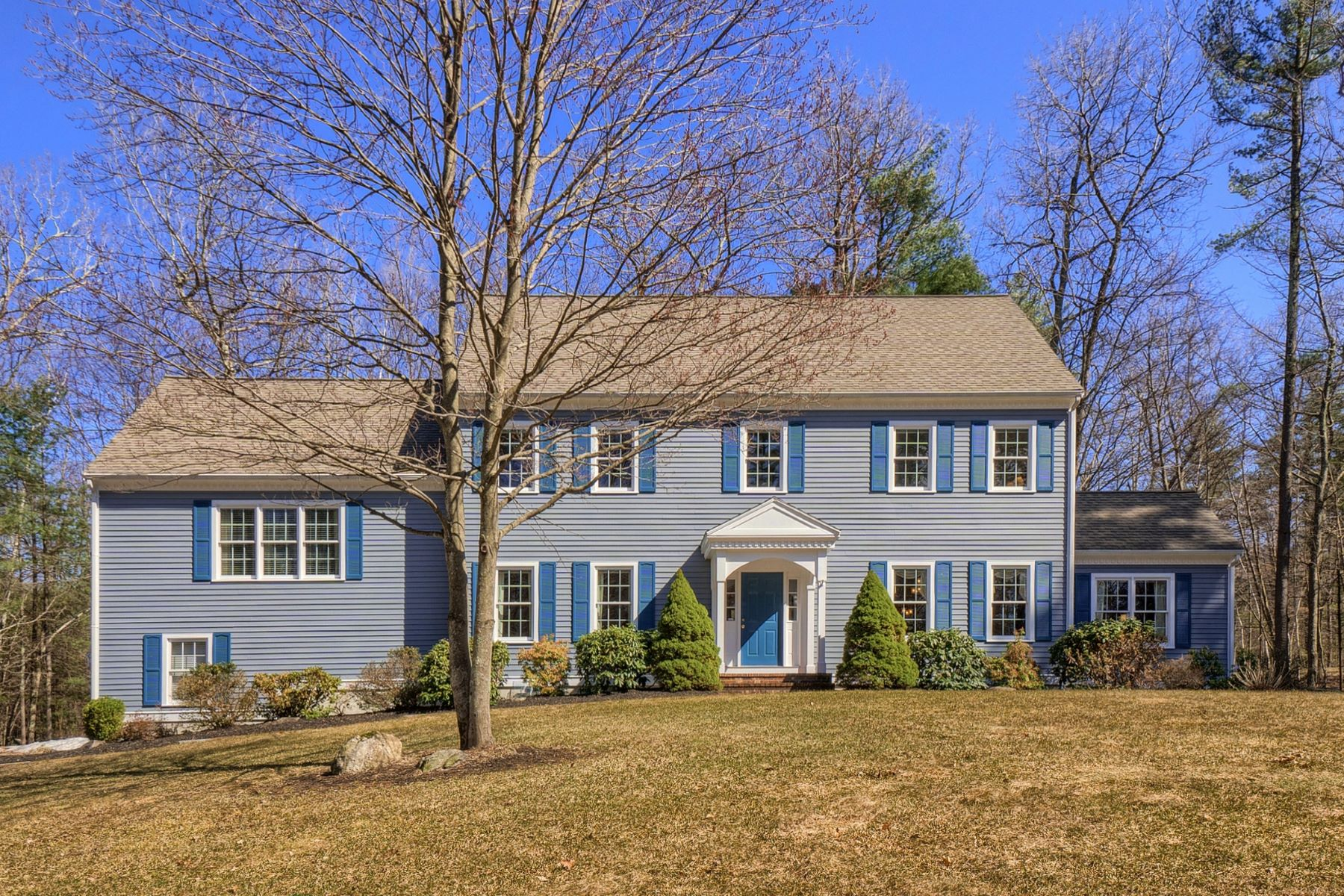 Single Family Home for Active at 525 Old Harvard Road, Boxborough 525 Old Harvard Rd Boxborough, Massachusetts 01719 United States