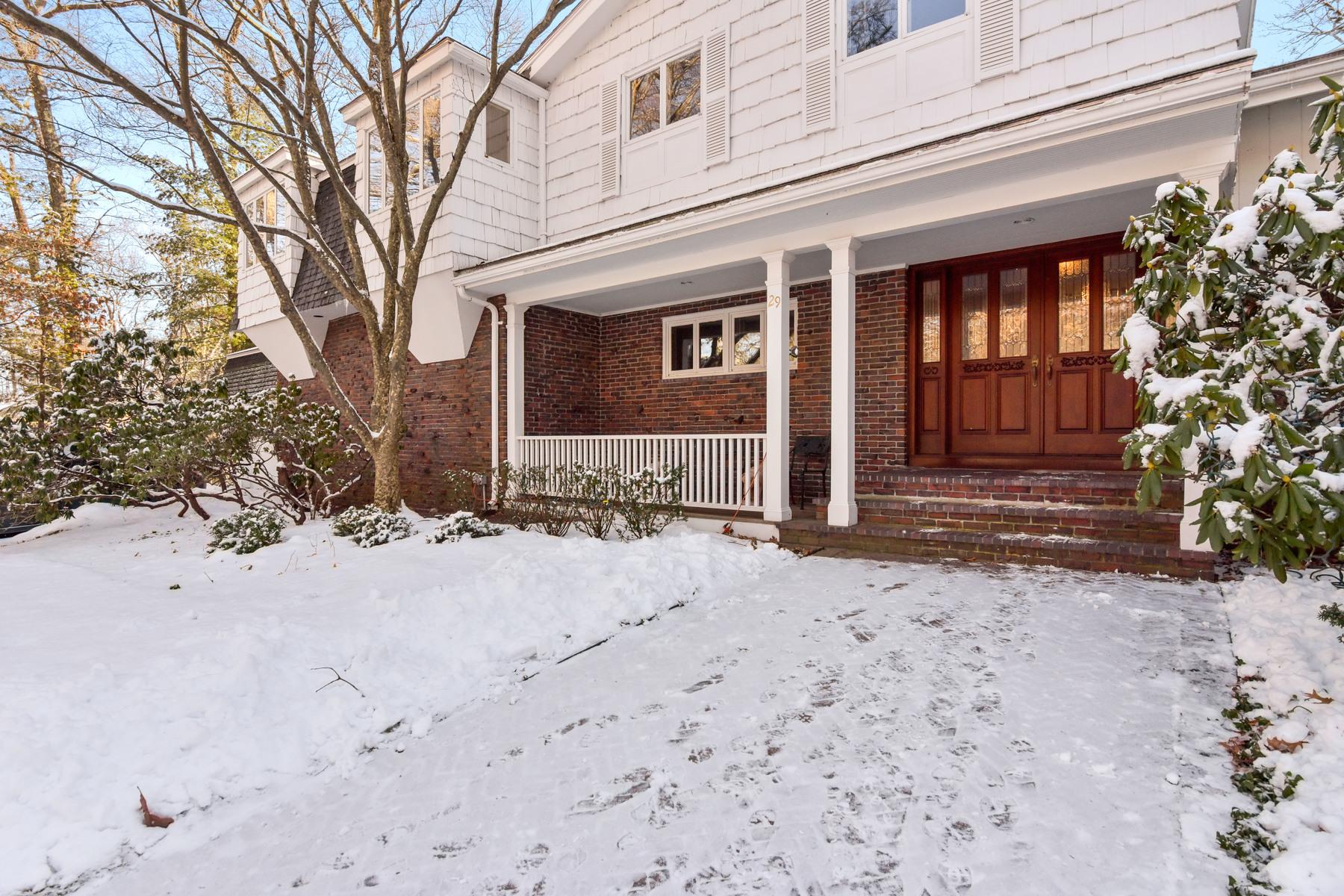 独户住宅 为 销售 在 Sunny Home Ideal For A Growing Family 29 Chatham Way 林菲尔德, 马萨诸塞州 01940 美国