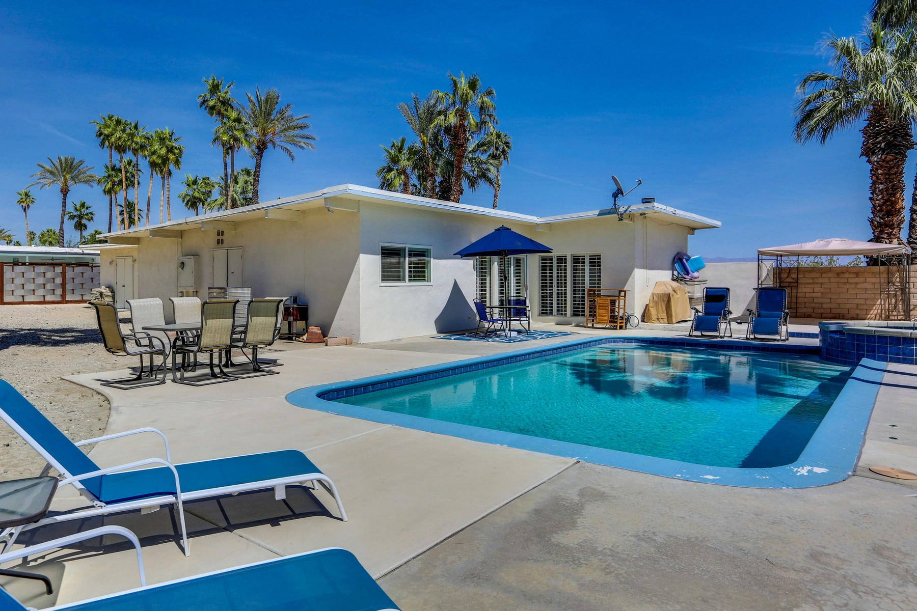 Single Family Home for Sale at 567 N Juanita Palm Springs, California, 92262 United States