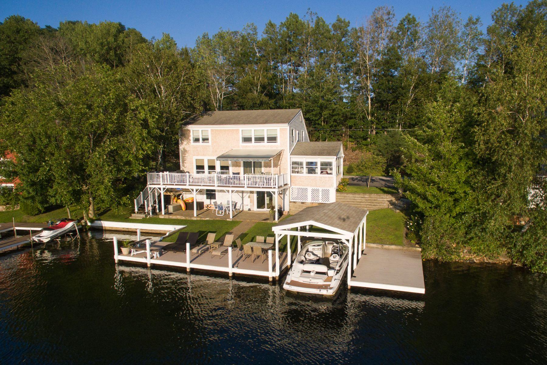 Single Family Homes por un Venta en Lake Winnisquam Get Away 17 Dutile Shore Rd Belmont, Nueva Hampshire 03220 Estados Unidos