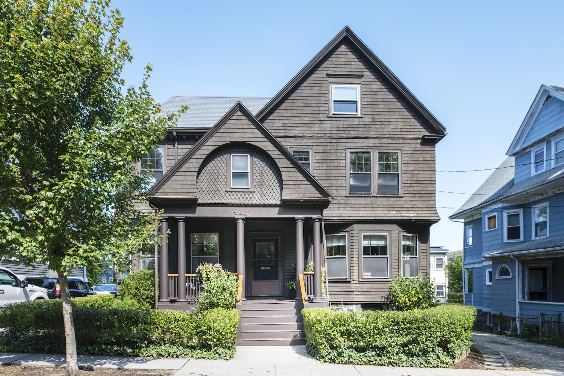 Multi-Family Homes pour l Vente à 73-75 Upland Road Cambridge, Massachusetts 02140 États-Unis