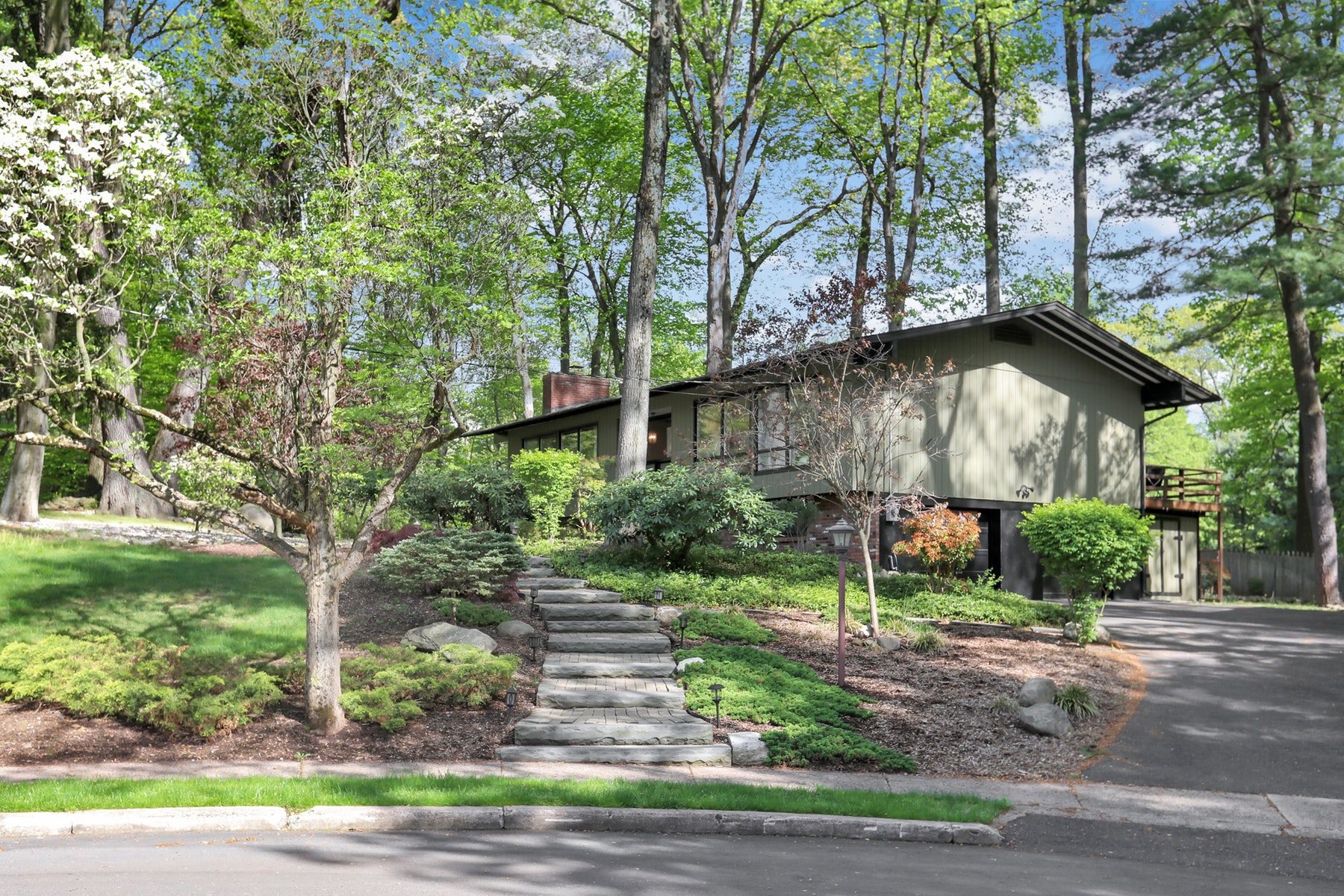 Single Family Home for Sale at 31 Addison Terrace Old Tappan, New Jersey 07675 United States