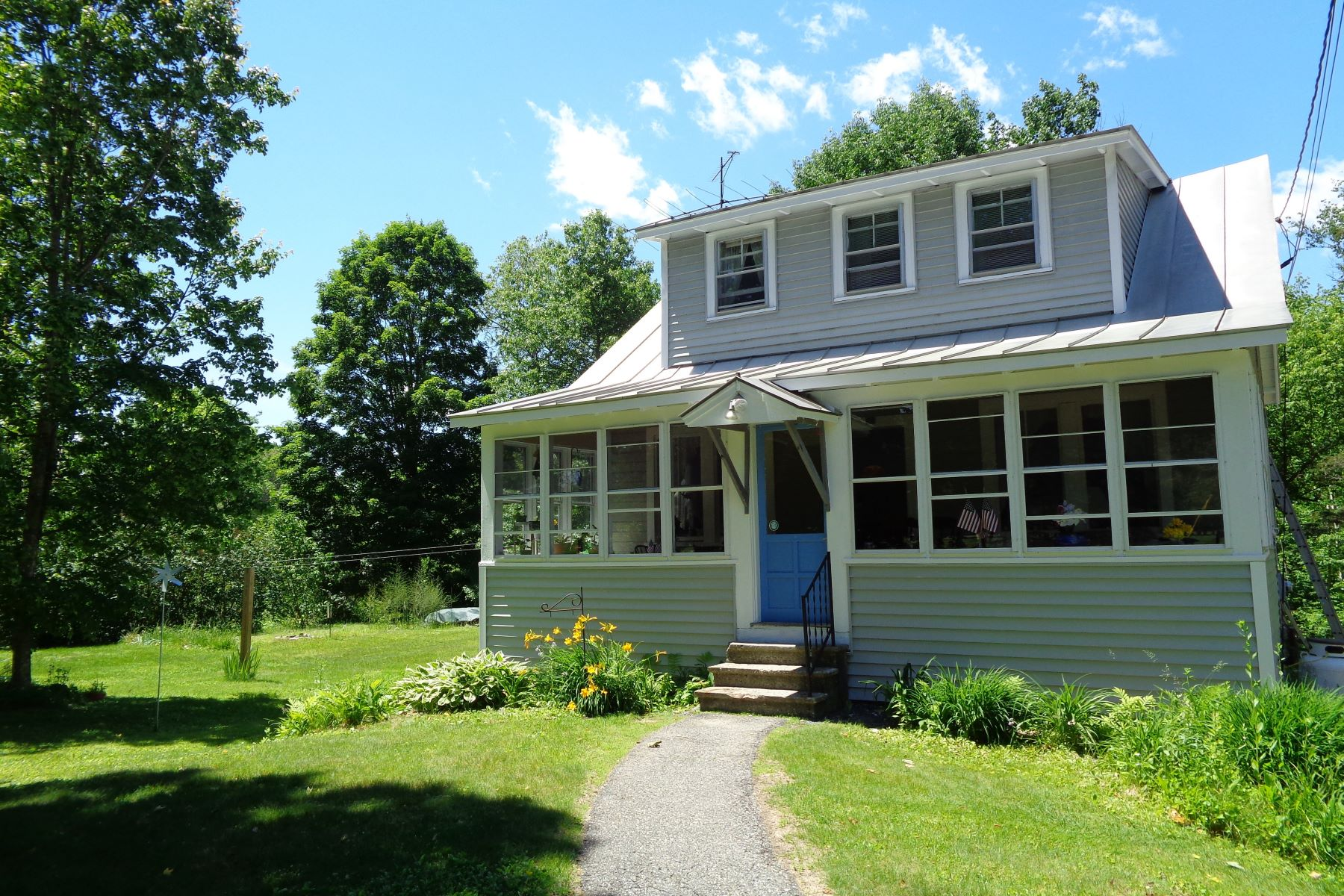Single Family Homes for Sale at Three Bedroom Cape in Fairlee 147 Brennan Rd Fairlee, Vermont 05045 United States
