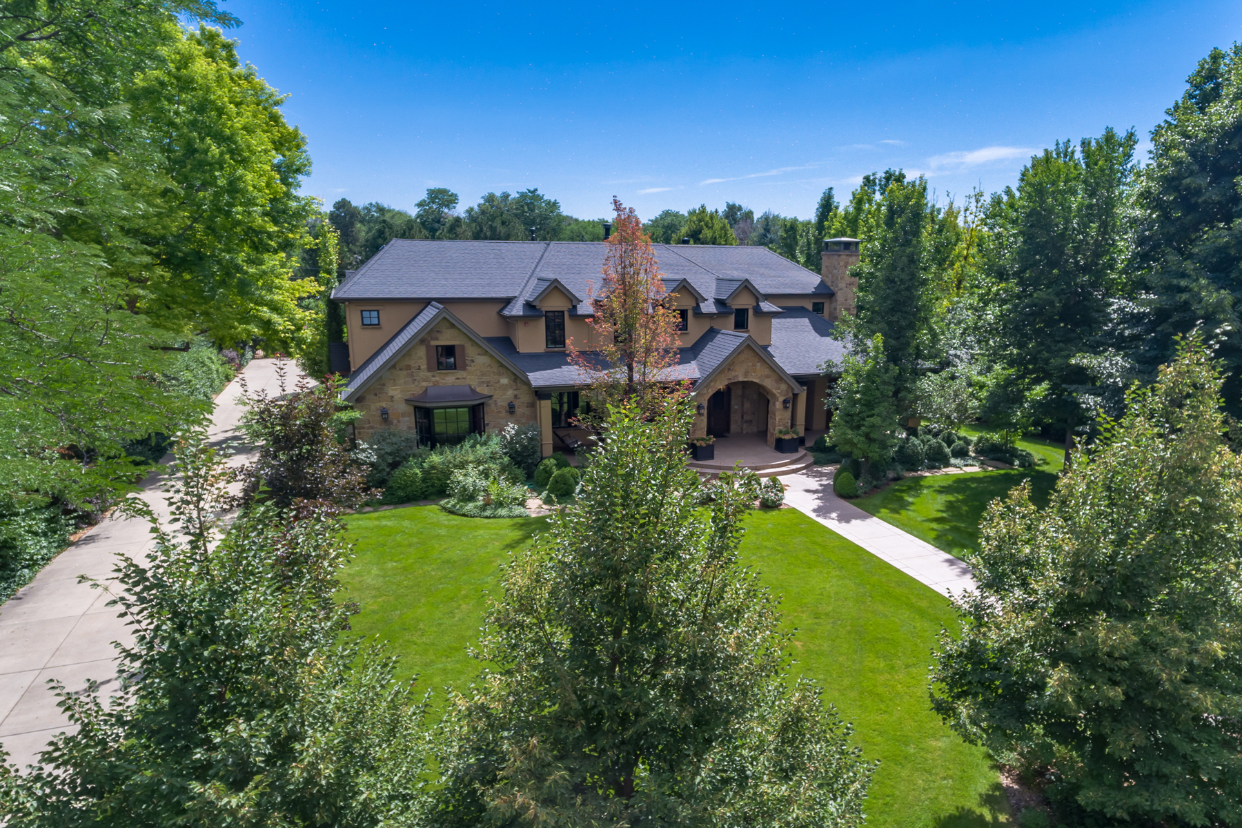Maison unifamiliale pour l Vente à Impeccable Quality Awaits in Cherry Hills 4710 S Downing Street Cherry Hills Village, Colorado, 80113 États-Unis