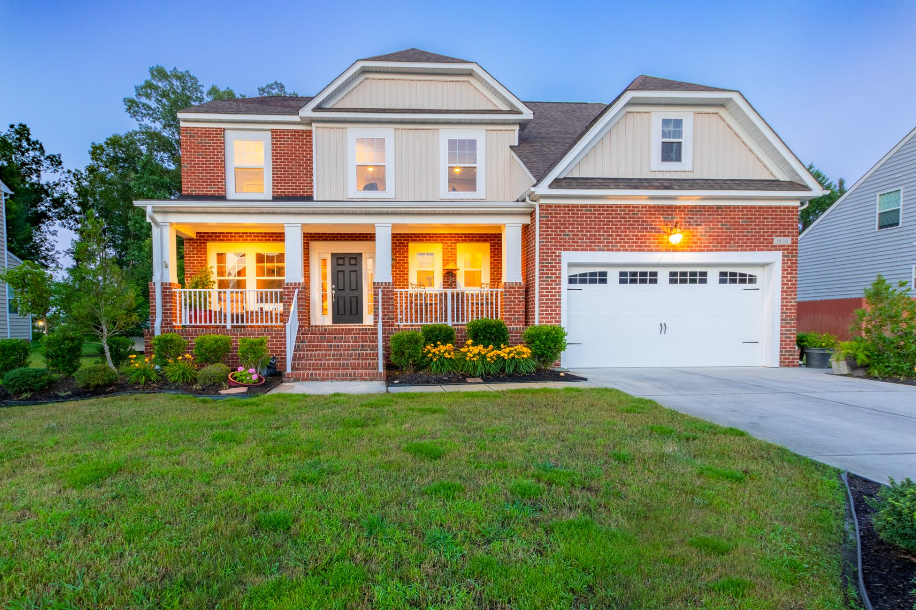 single family homes pour l Vente à 1430 Kemp Bridge Drive Chesapeake, Virginia 23320 États-Unis