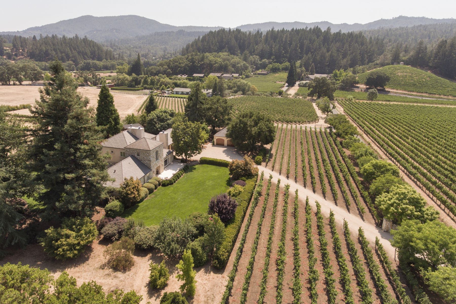 واحد منزل الأسرة للـ Sale في Luxury Estate in the Rutherford Dust 1871 Cabernet Lane St. Helena, California 94574 United States