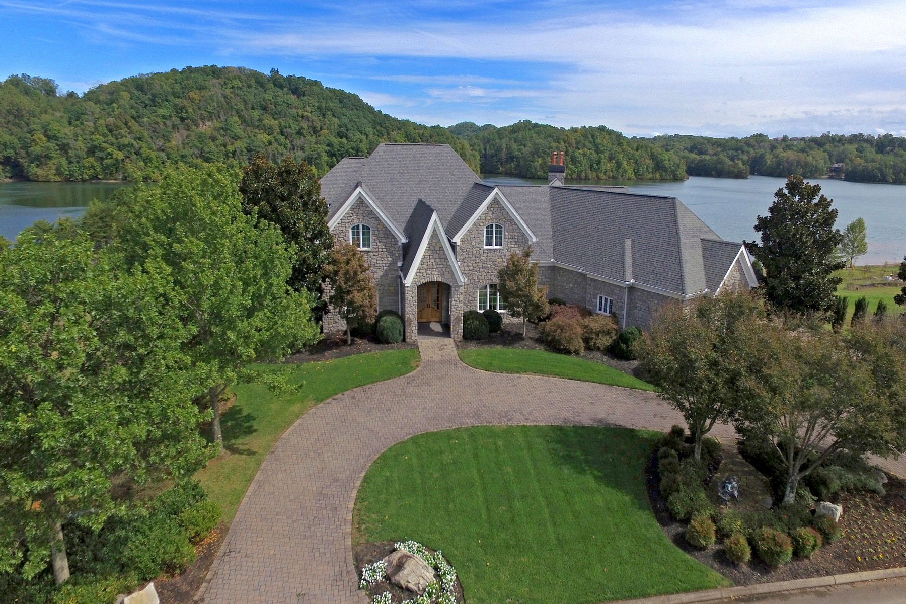 Additional photo for property listing at Magnificent Rarity Bay Estate 190 Bay Pointe Road Vonore, Tennessee 37885 États-Unis