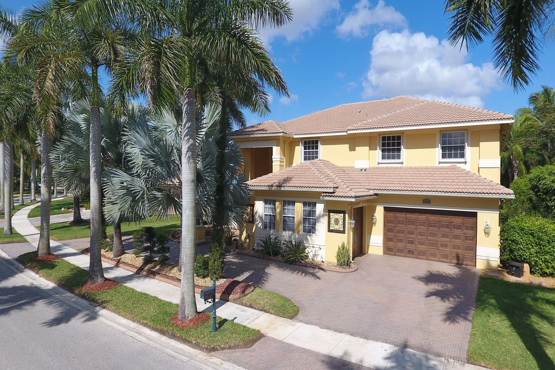 Single Family Home for Sale at 1487 Victoria Isle Dr. Weston, Florida 33327 United States