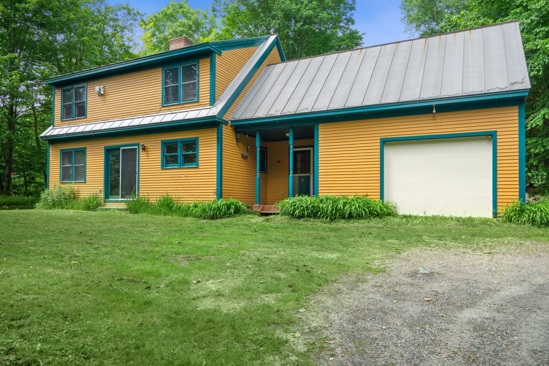 Single Family Homes for Sale at 604 Mountain View Loop, Rochester 604 Mountain View Loop Rochester, Vermont 05767 United States