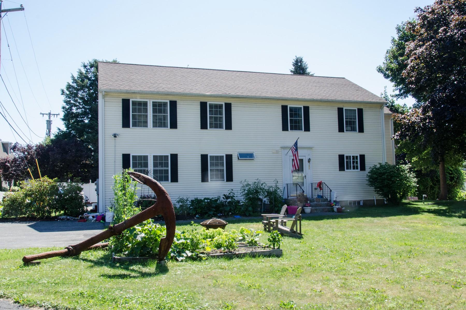Appartement en copropriété pour l Vente à Convenient Gloucester Living 4 Maura Way Gloucester, Massachusetts, 01930 États-Unis