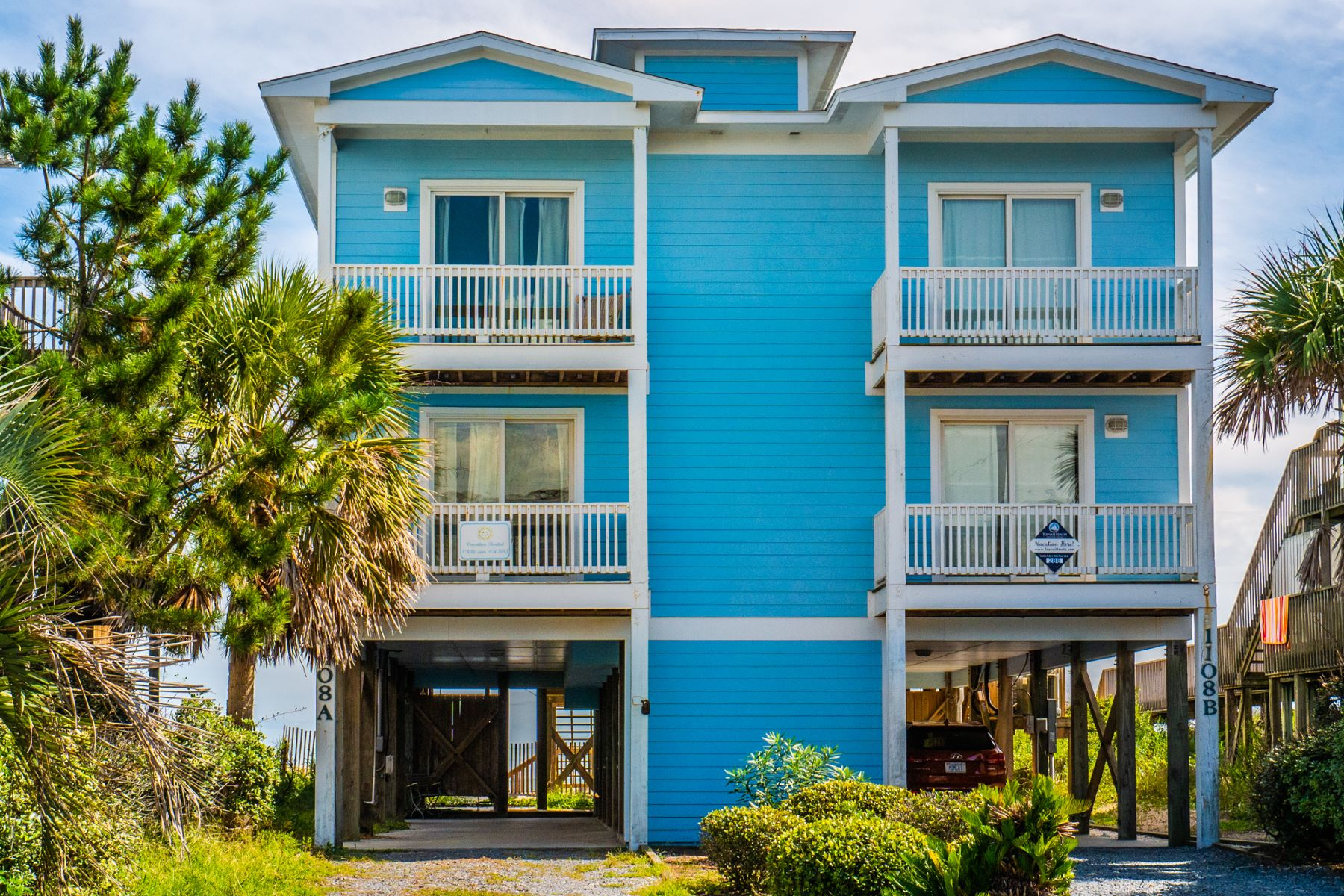 Single Family Homes 为 销售 在 Beautiful Ocean Front Townhome 1108 A S Shore, Surf City, 北卡罗来纳州 28445 美国