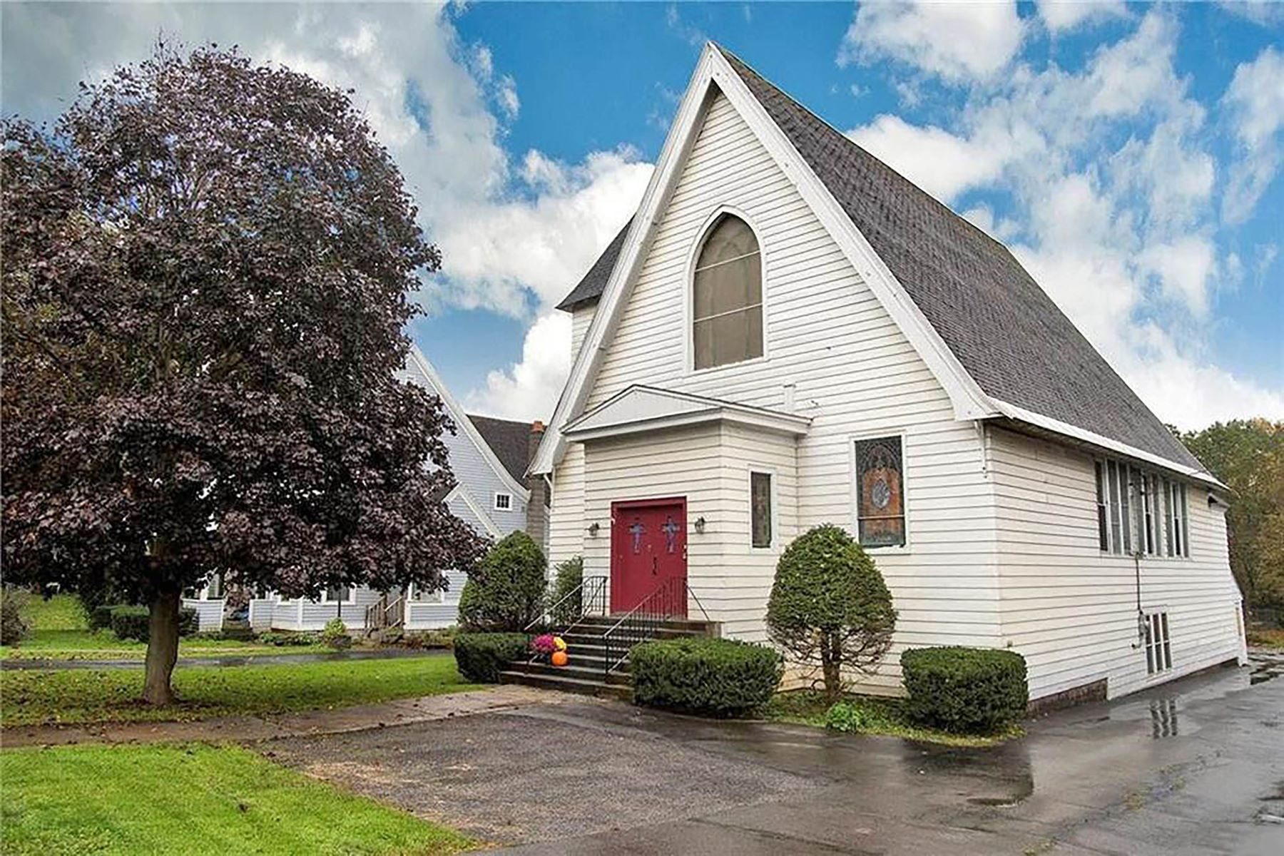 Single Family Homes 為 出售 在 Gorgeous Church to Single-family Home Conversion 68 S Main Street, Middleville, 纽约 13416 美國