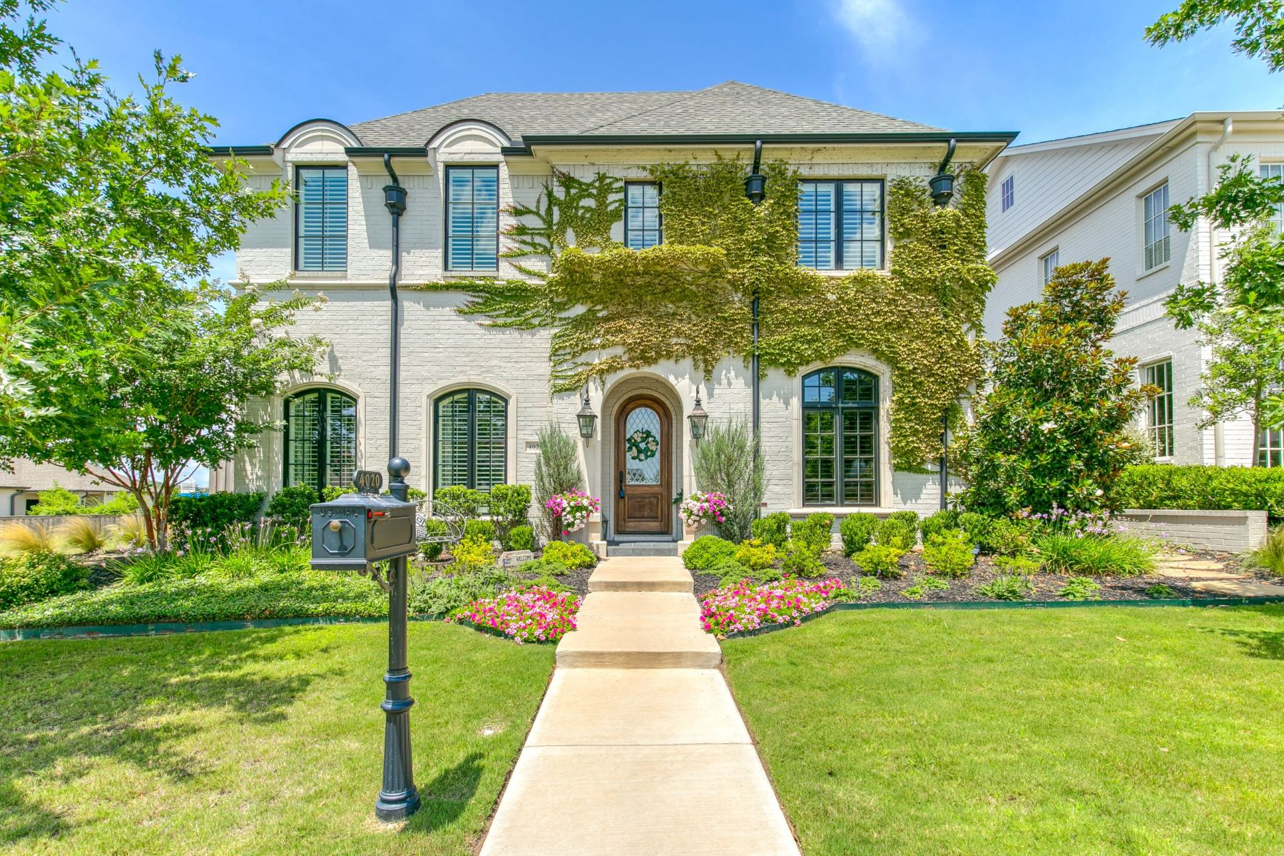 Single Family Homes for Active at Luxurious Traditional in Edwards Ranch Riverhills 4020 Bent Elm Lane Fort Worth, Texas 76109 United States