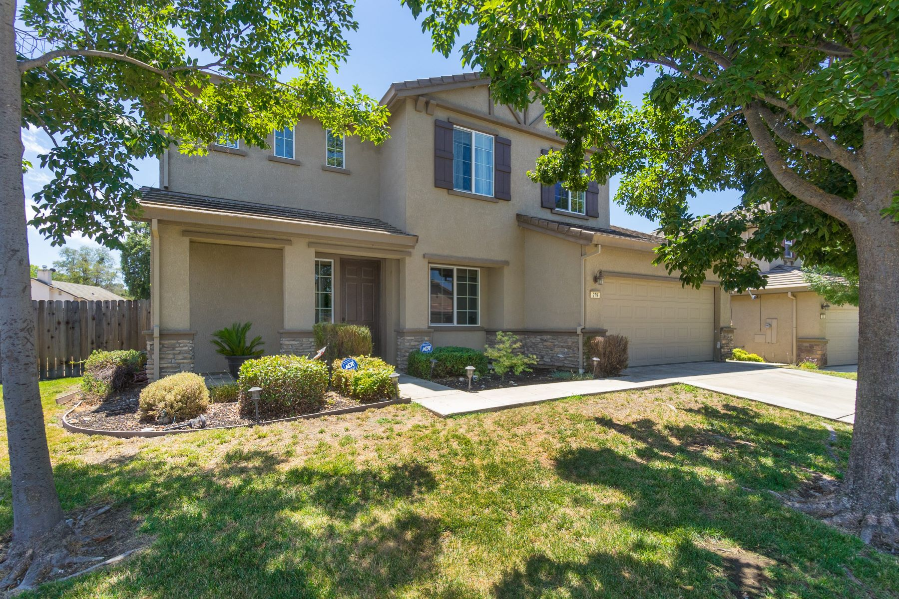 Single Family Home for Sale at Gated Golf Course Community Living 279 Gold King Drive Valley Springs, California 95252 United States