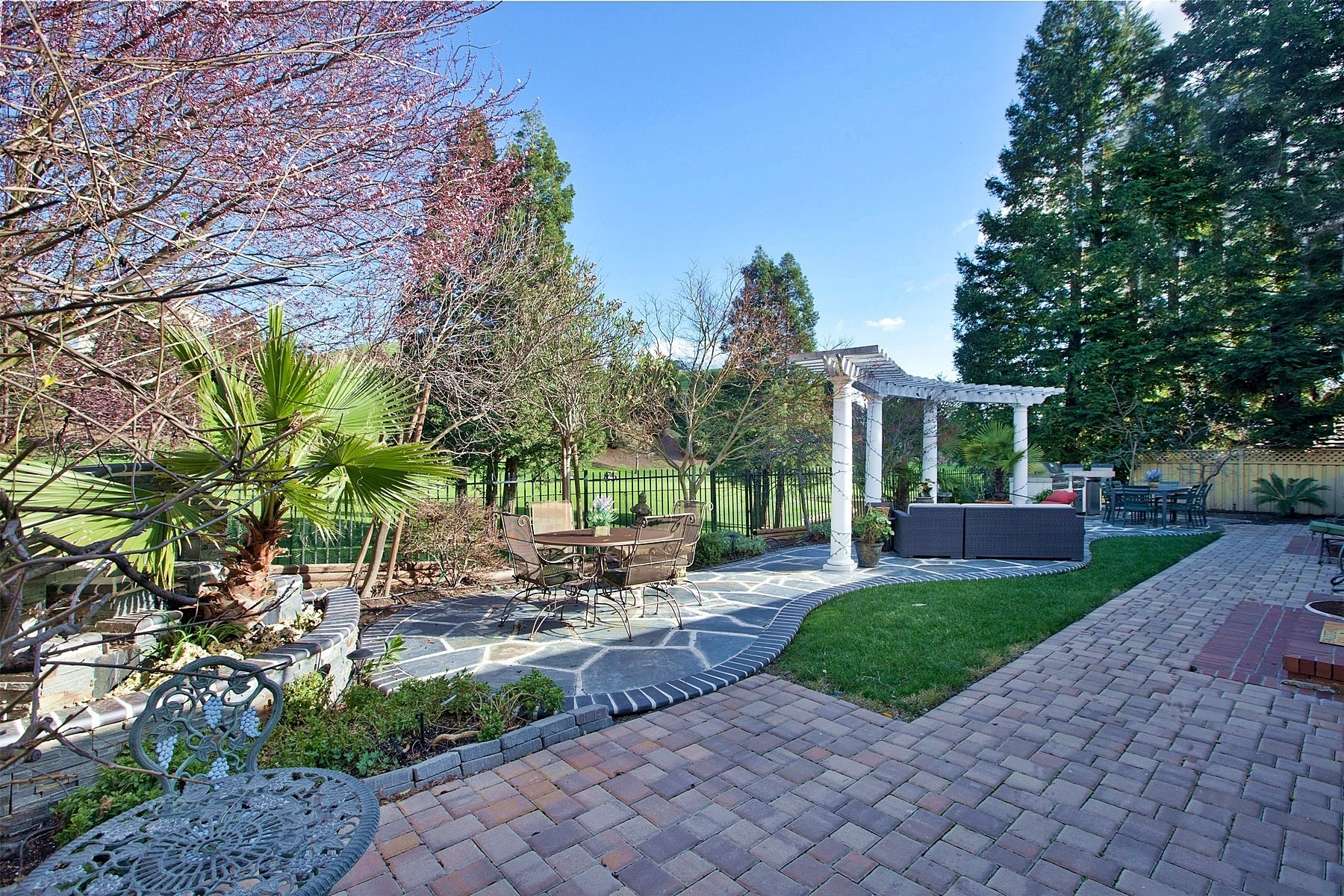 Maison unifamiliale pour l Vente à Exceptional Quality With A True Contemporary Feel 3215 Blackhawk Meadow Drive Danville, Californie, 94506 États-Unis