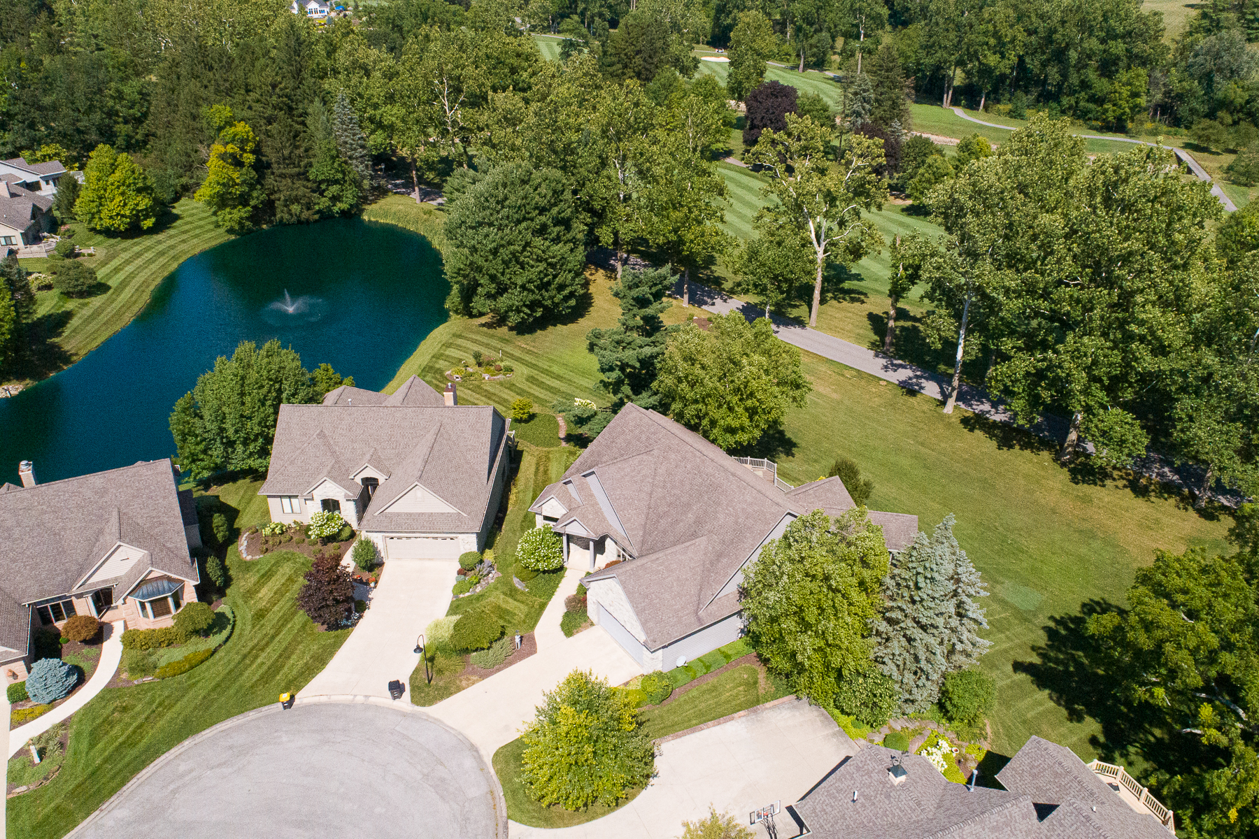 Additional photo for property listing at Completely Renovated Villa 12006 Sycamore Lakes Court, Fort Wayne, Indiana 46814 Estados Unidos