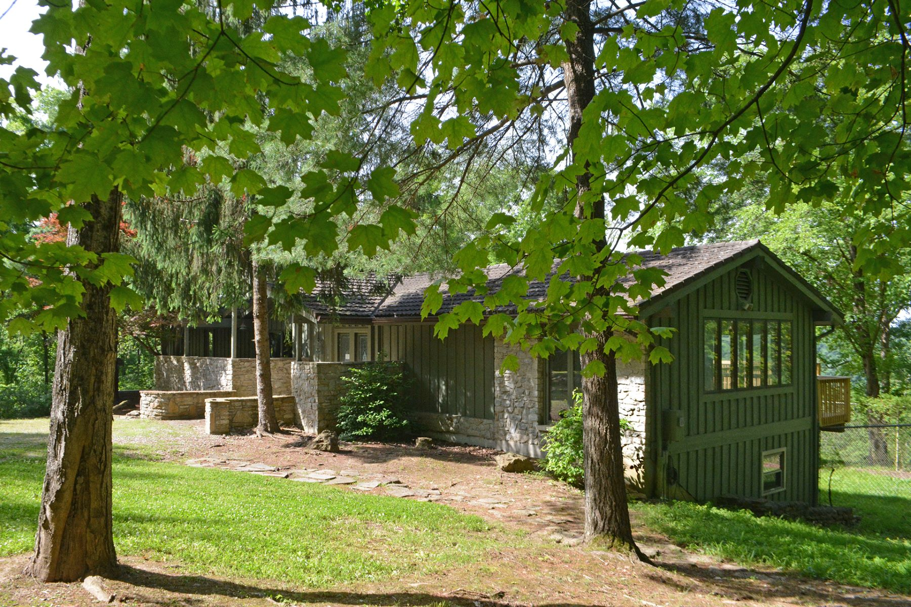 Single Family Homes por un Venta en Privacy, tranquility, abundant nature 1530 US Route 52 Monroe, Ohio 45157 Estados Unidos