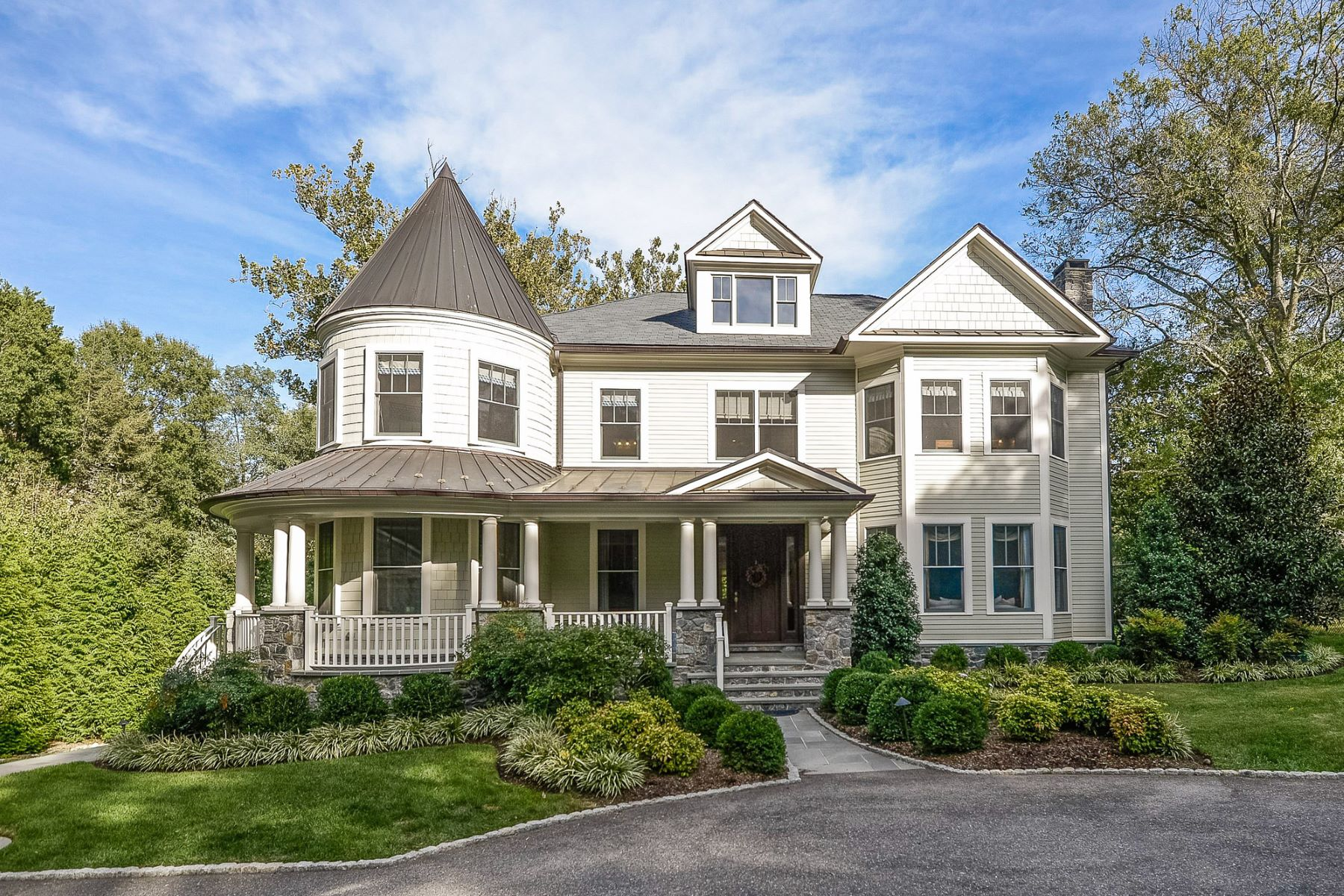 Maison unifamiliale pour l Vente à 833 Herbert Springs Road, Alexandria 833 Herbert Springs Rd Alexandria, Virginia 22308 États-Unis