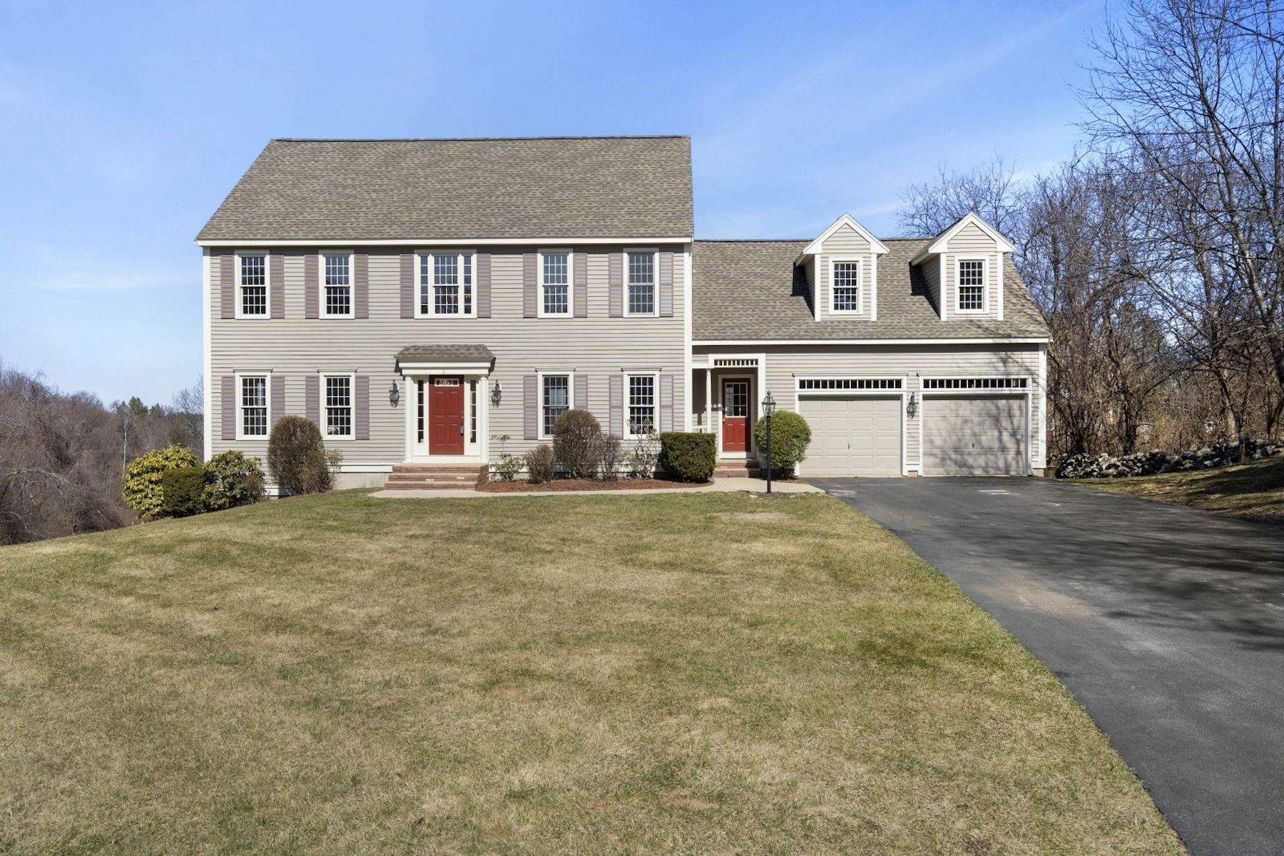 Single Family Homes for Active at Welcoming, Well-Cared-For Colonial 1 Belknap Street Westborough, Massachusetts 01581 United States