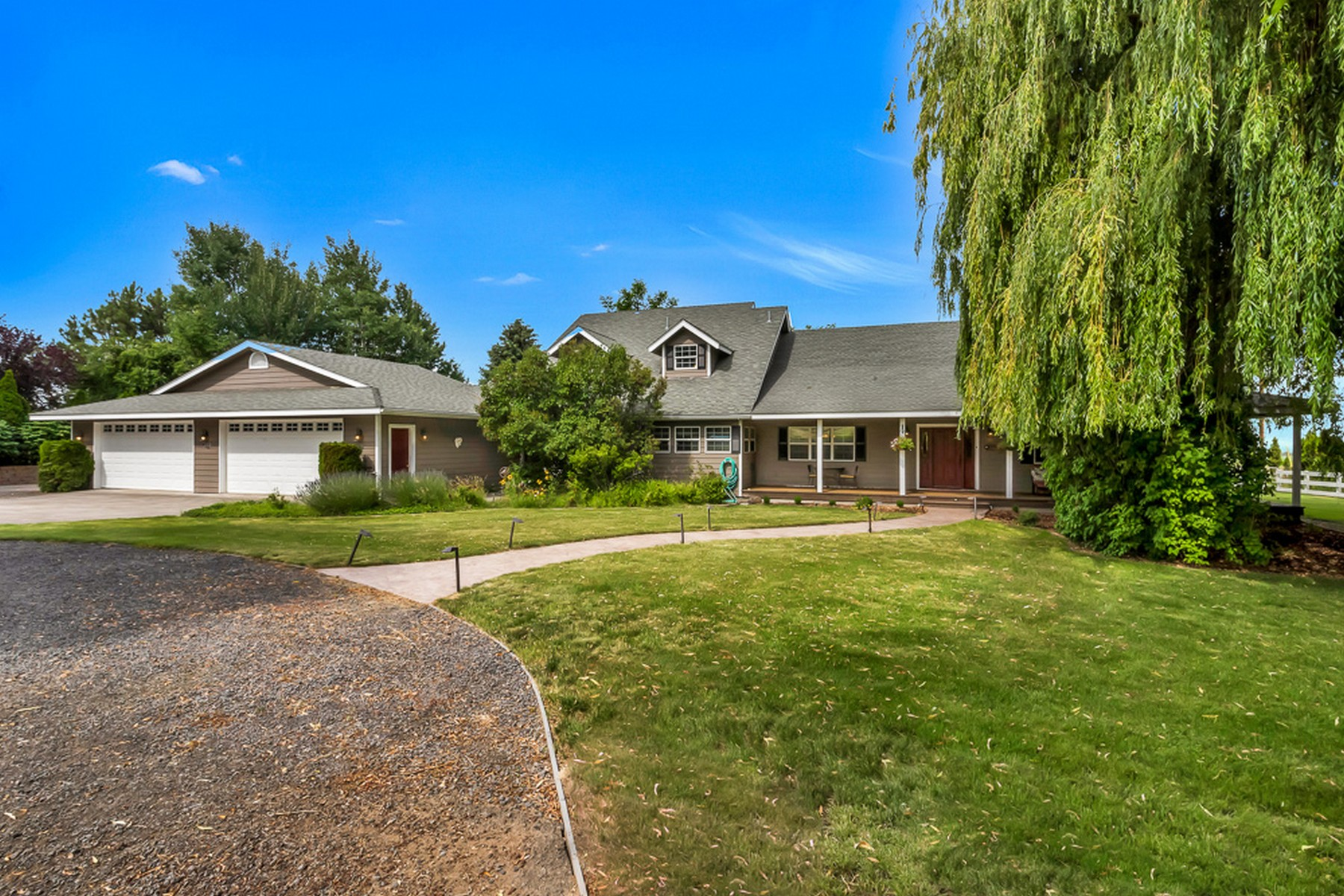Single Family Homes 為 出售 在 10150 SW Hwy 126 Powell Butte, OR Powell Butte, 俄勒岡州 97753 美國