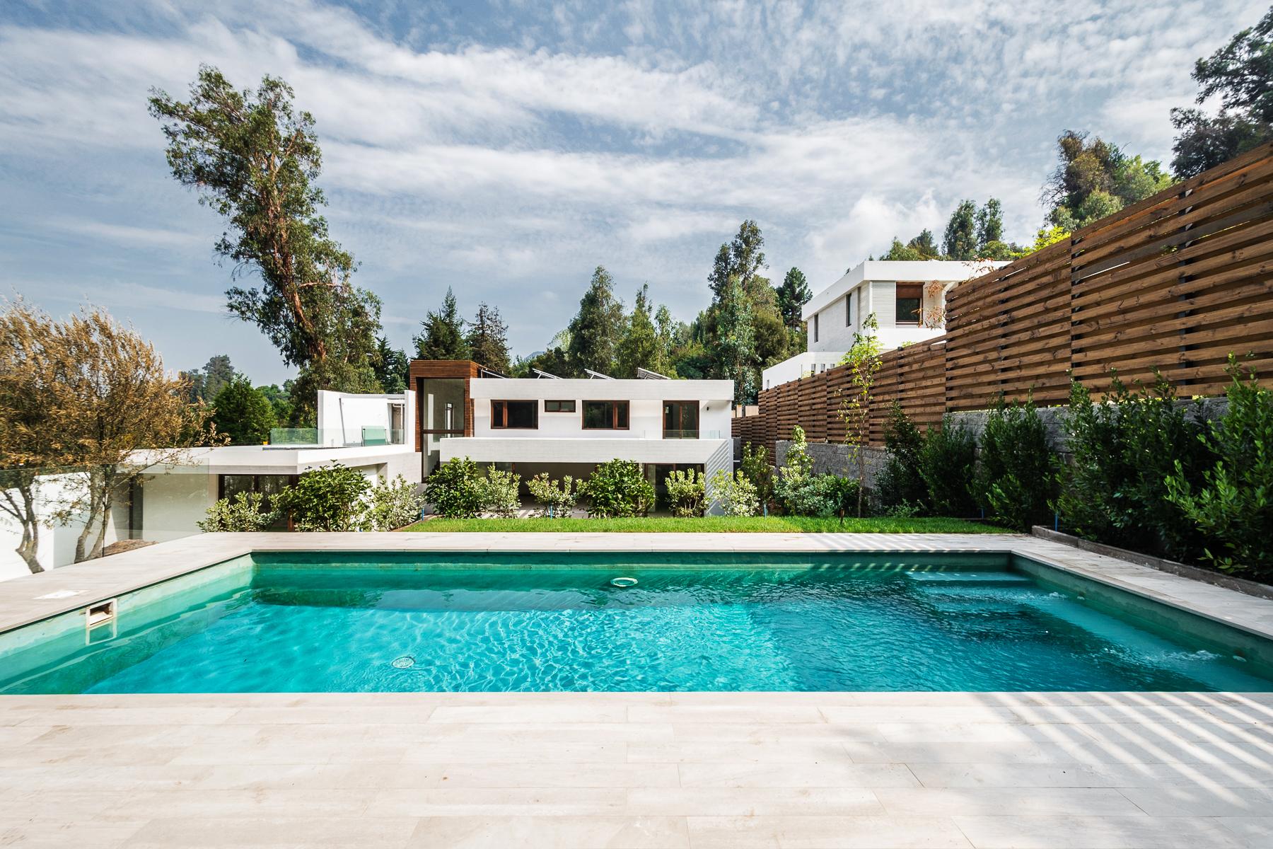 Nhà ở một gia đình vì Bán tại Inviting Brand New Modern House in Vitacura Vitacura, Santiago, Region Metropolitana De Santiago Chi-Lê