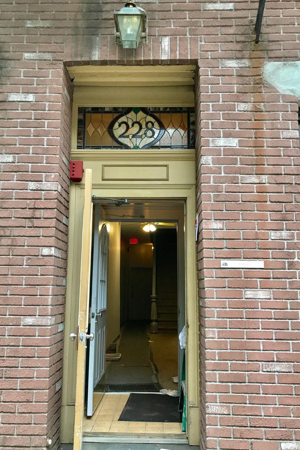 Apartamento por un Alquiler en Freshly Painted One Bedroom 228 Bloomfield Street Unit 11 Hoboken, Nueva Jersey, 07030 Estados Unidos