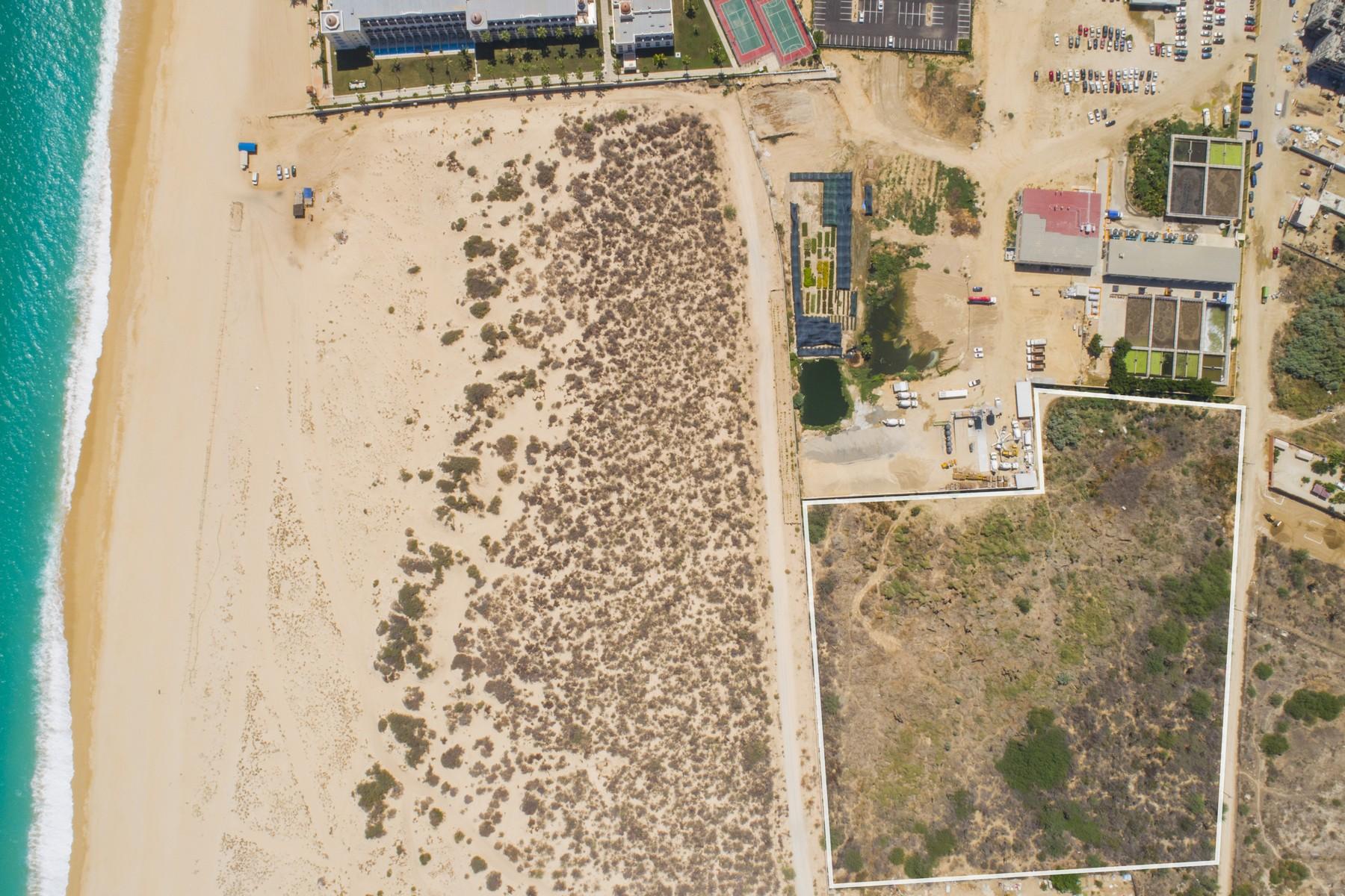 Additional photo for property listing at La Huerta Camino Viejo a San Jose Entre Instalaciones Riu y Panteon Cabo San Lucas, Baja California Sur 23454 México