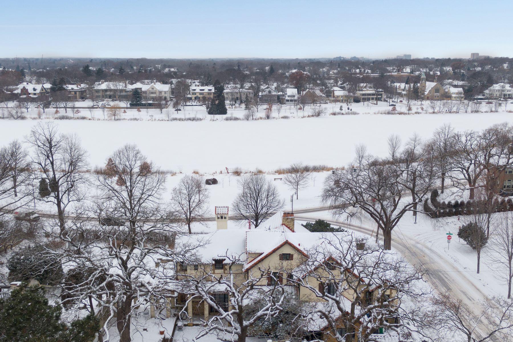Single Family Homes 为 销售 在 2201 E Lake Of The Isles Parkway 明尼阿波利斯市, 明尼苏达州 55405 美国