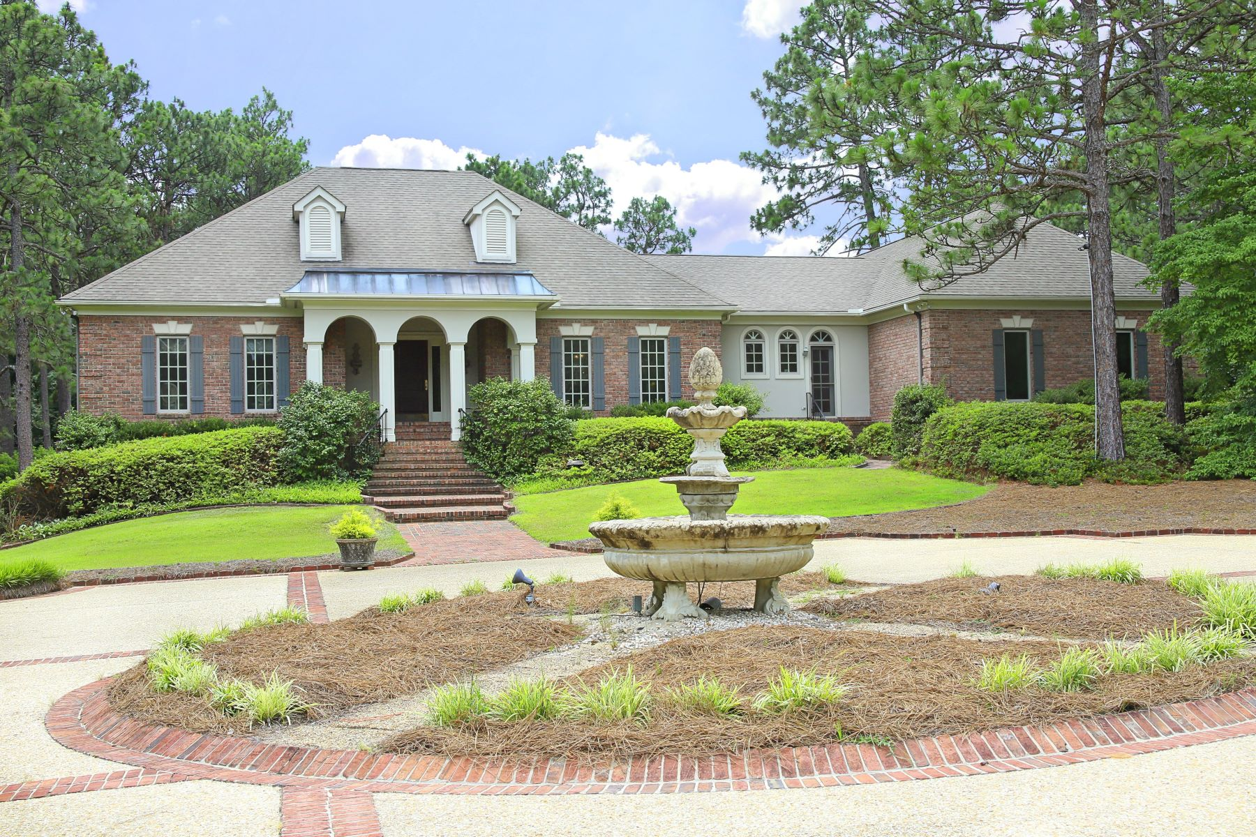 Single Family Homes for Active at Five Acre Transitional with Privacy and Appeal! 815 Lake Dornoch Drive Pinehurst, North Carolina 28374 United States