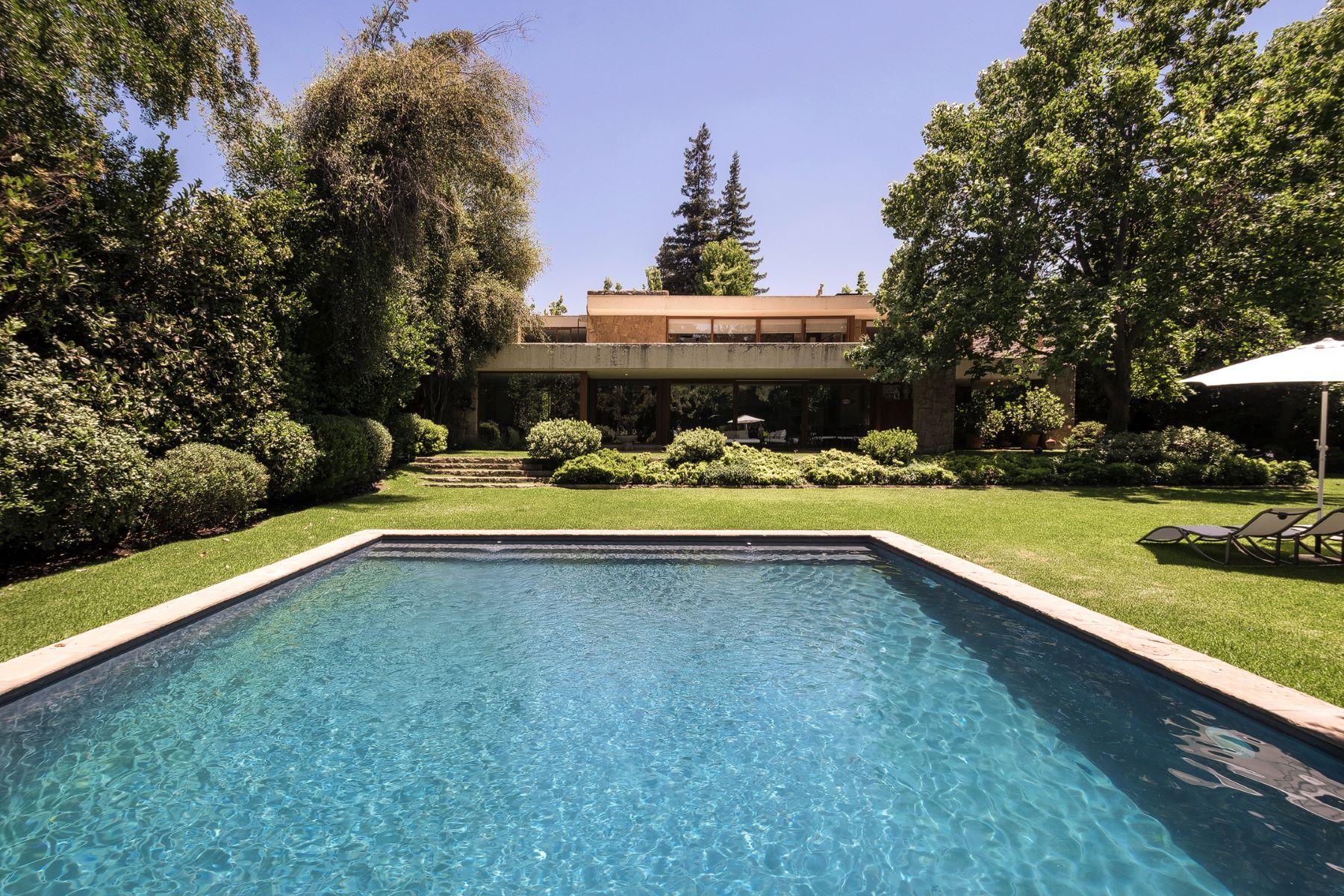 独户住宅 为 销售 在 Splendid Modern House in Exclusive Condominium Lomas de la Dehesa Santiago, Region Metropolitana De Santiago, 1234 智利