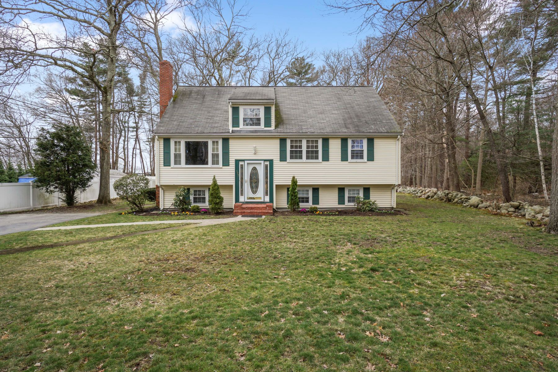Single Family Home for Active at 177 High Street, Norwell 177 High Street Norwell, Massachusetts 02061 United States