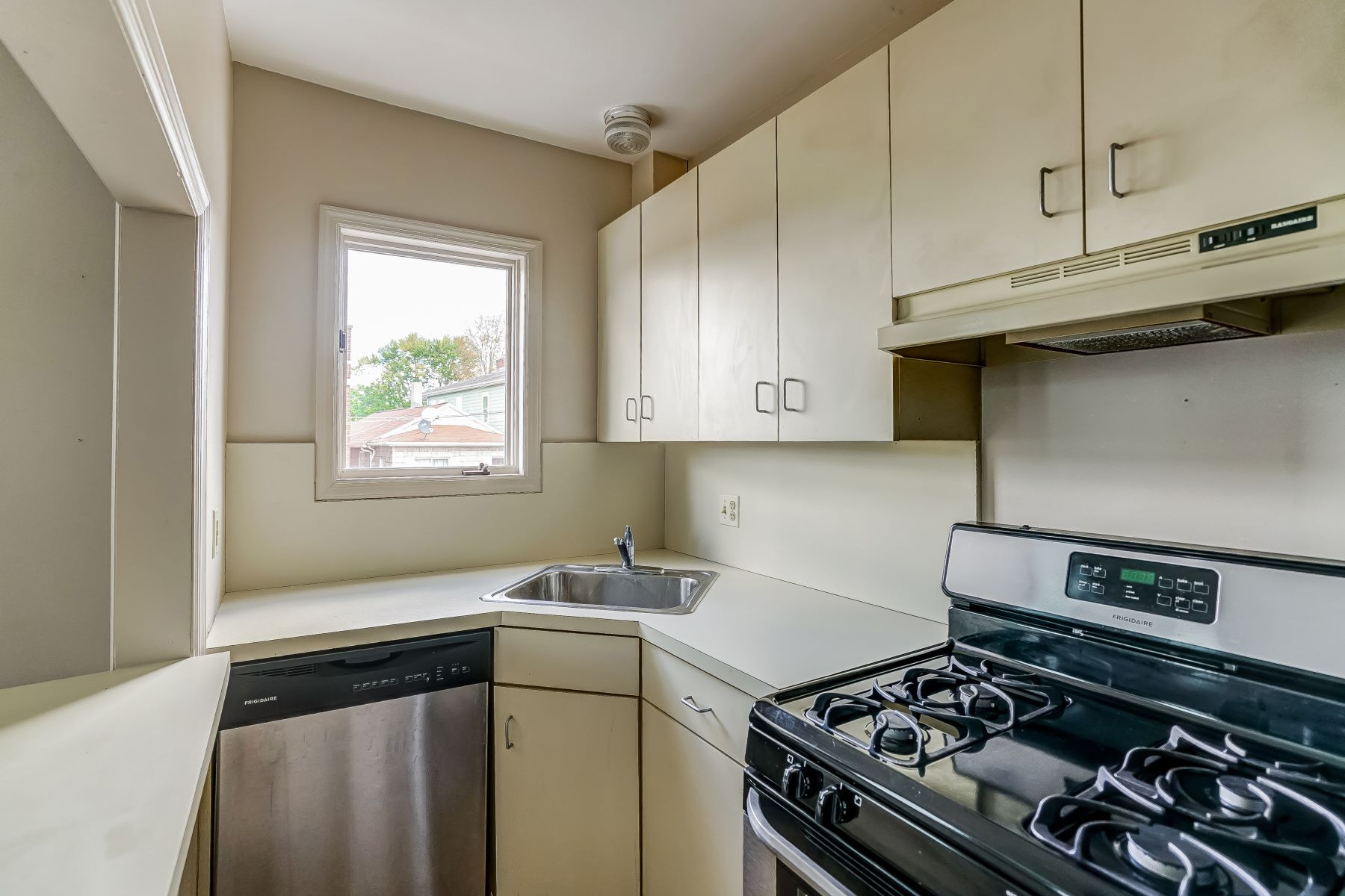 Additional photo for property listing at Updated Unit 522 Morris Avenue Summit, New Jersey 07901 United States