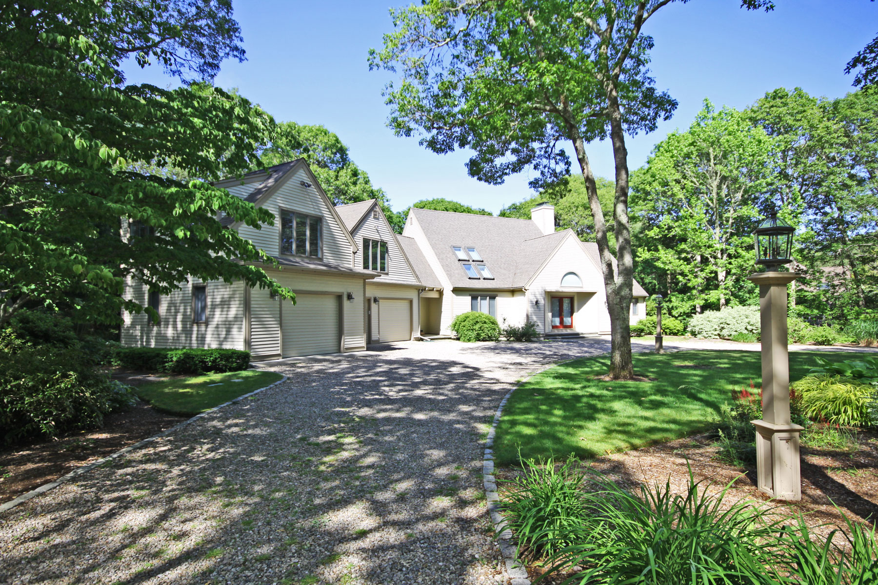 Single Family Homes 为 销售 在 EXPANDED CAPE ON PRIVATE WOODED LOT 59 Paddock Way 席比义, 马萨诸塞州 02649 美国
