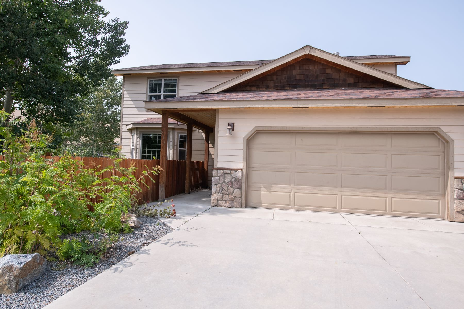 Single Family Homes for Active at Well Maintained 4 Bd, 3 Ba Home in Pleasant Gunnison Neighborhood 813 Sunny Slope Drive Gunnison, Colorado 81230 United States