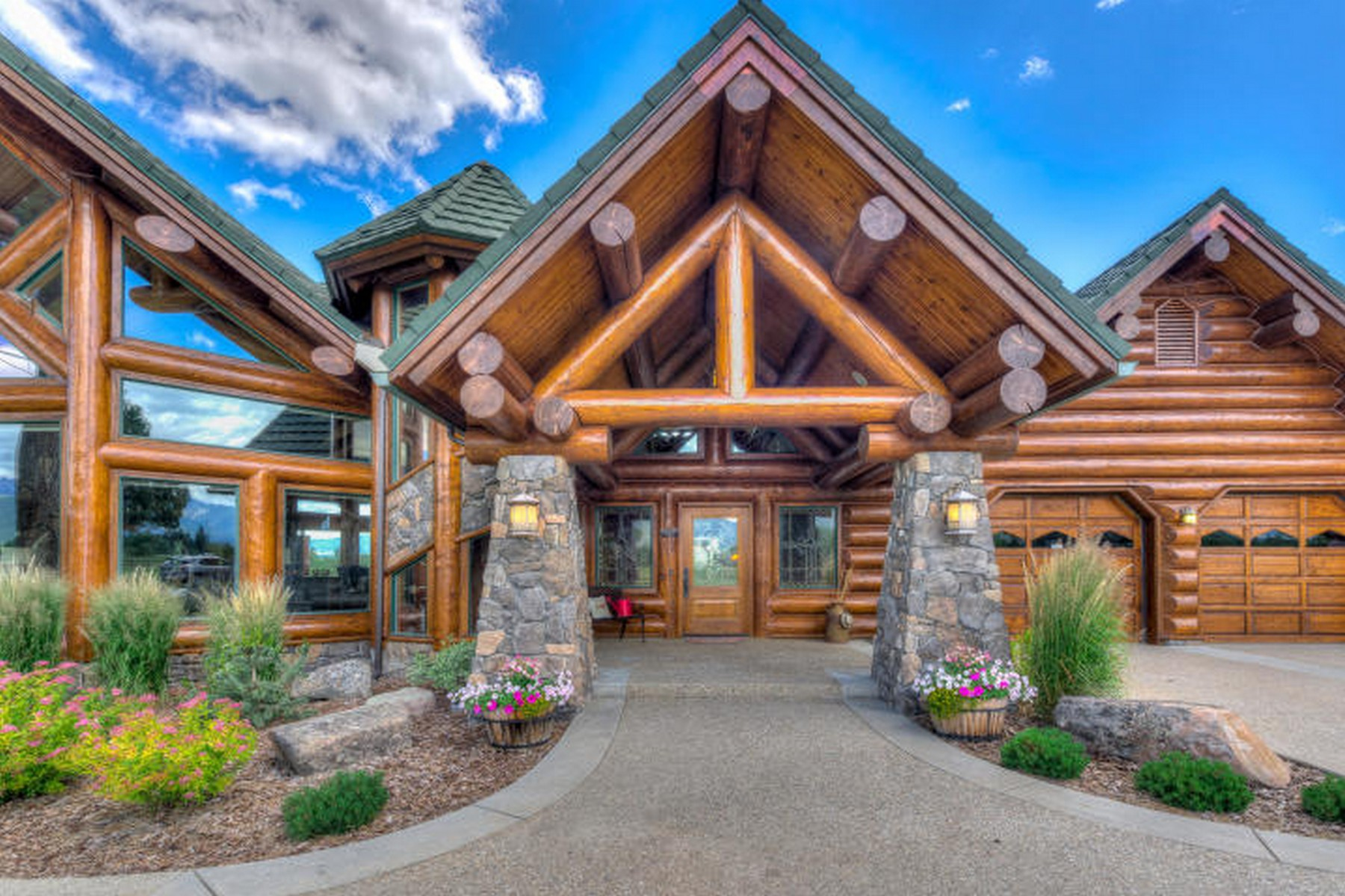 Single Family Homes per Vendita alle ore Beautifully Crafted Log Home on 20 Acres 2988 Us-93, Stevensville, Montana 59870 Stati Uniti