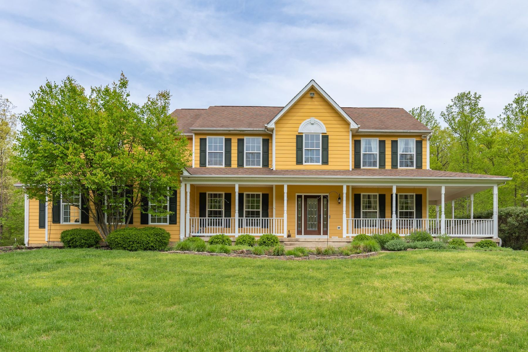 Single Family Homes for Sale at Greenstone Hideaway 5457 NSEW Greenstone Lane Marshall, Virginia 20115 United States