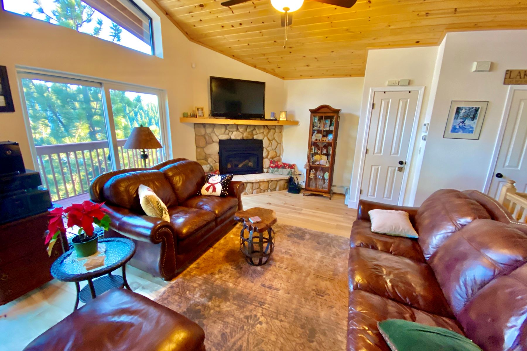 Additional photo for property listing at Lake & Ski View End Unit Condo 400 Fairview Blvd. #94 Incline Village, Nevada 89451 United States