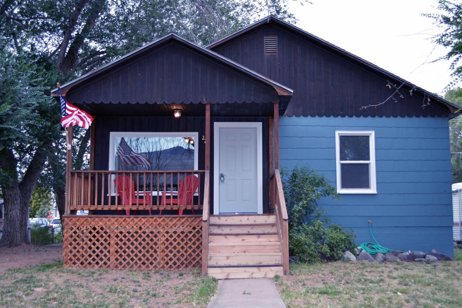 واحد منزل الأسرة للـ Sale في Completely Remodeled Bungalow 224 E 2nd Street, Parachute, Colorado, 81635 United States