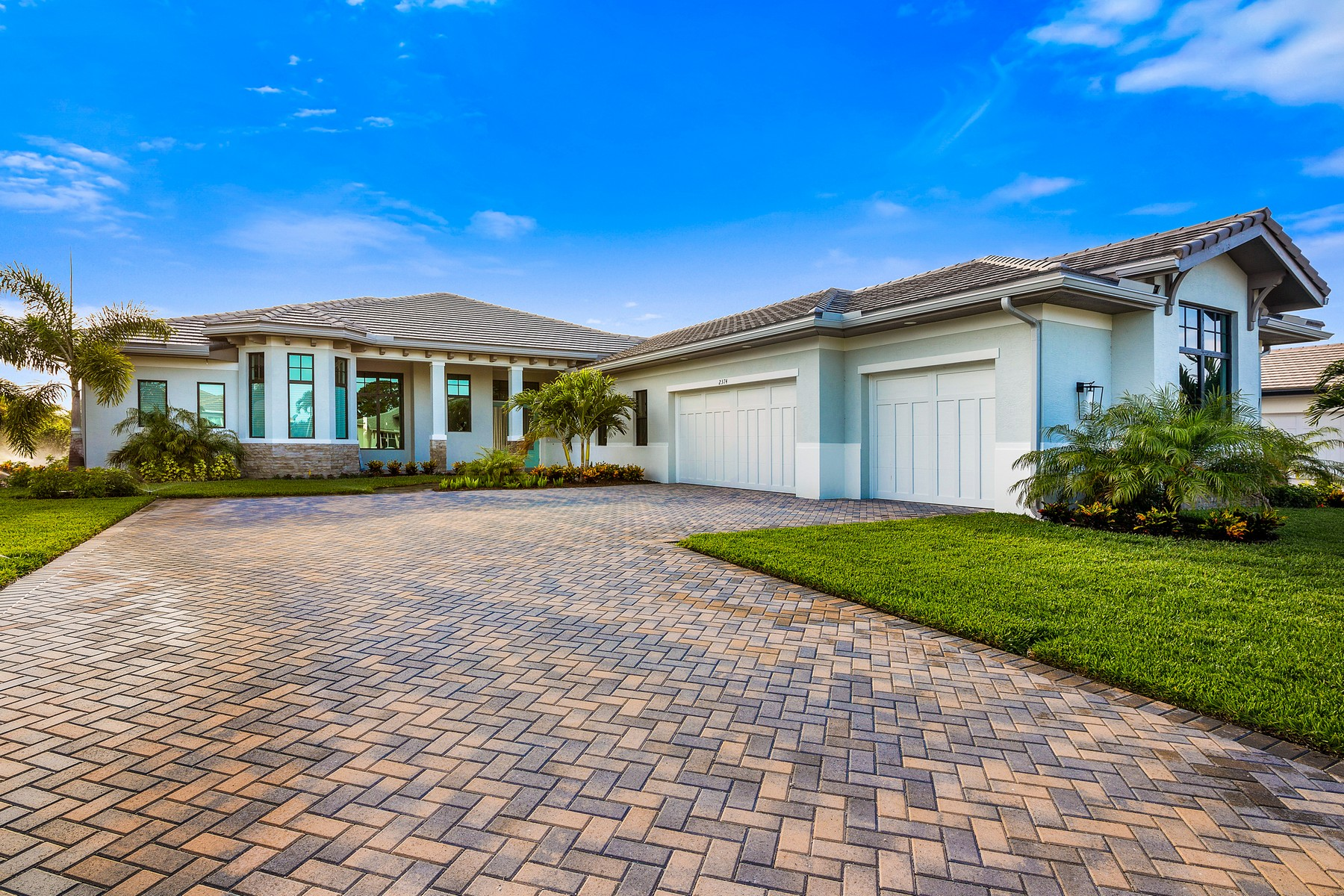 Single Family Homes のために 売買 アット Luxury New Construction in Grand Harbor 2344 Grand Harbor Reserve Square Vero Beach, フロリダ 32967 アメリカ